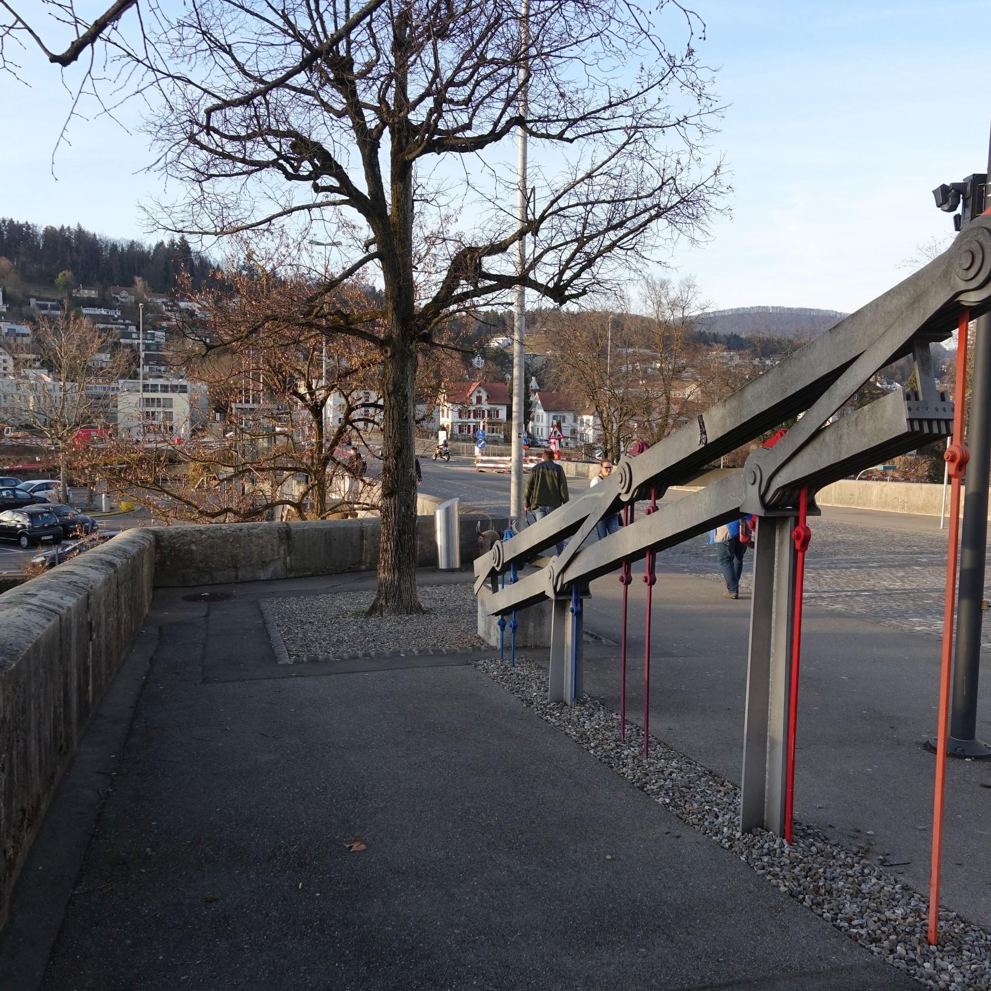 Die letzten erhaltenen Teile der historischen Kettenbrücke sind noch am Eingang zur Altstadt von Aarau zu sehen.
