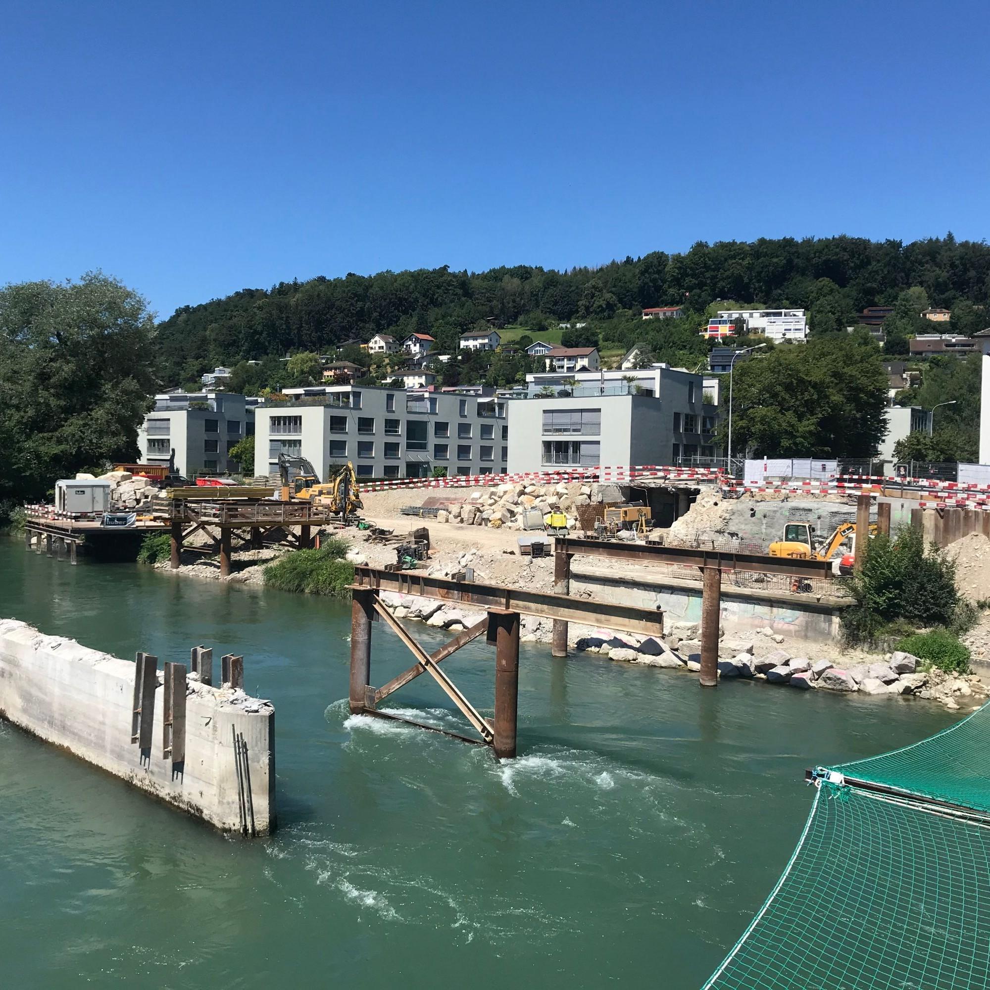 Zwei noch bestehende Pfeiler der 1946 erbauten Brücke stehen auf einer Tiefenfundation, sogenannten «Caisson». Diese können für die neuen Pfeiler wiederverwendet werden.