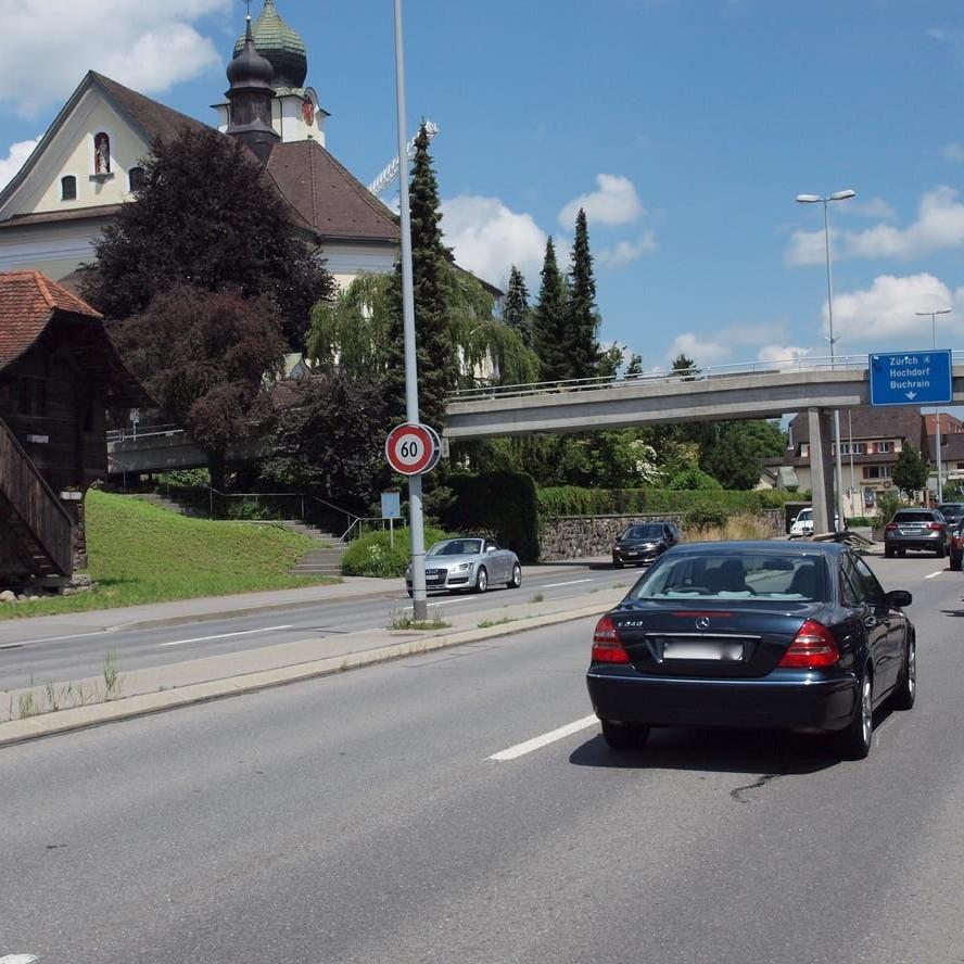 Die Kanonsstrasse K17 in Ebikon.