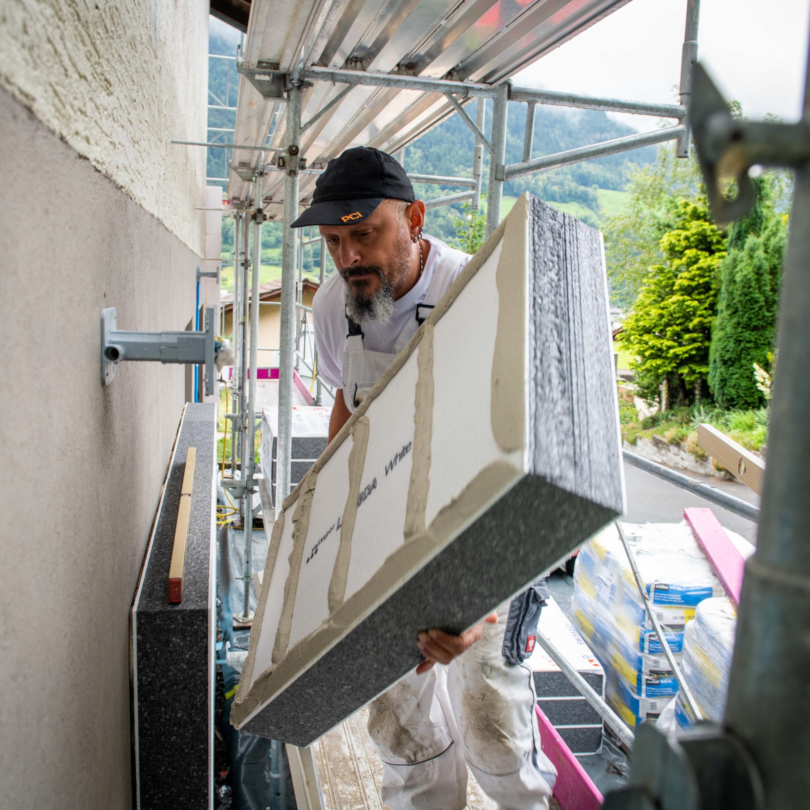 Energetische Sanierung eines Einfamilienhauses in Erstfeld, Symbolbild.