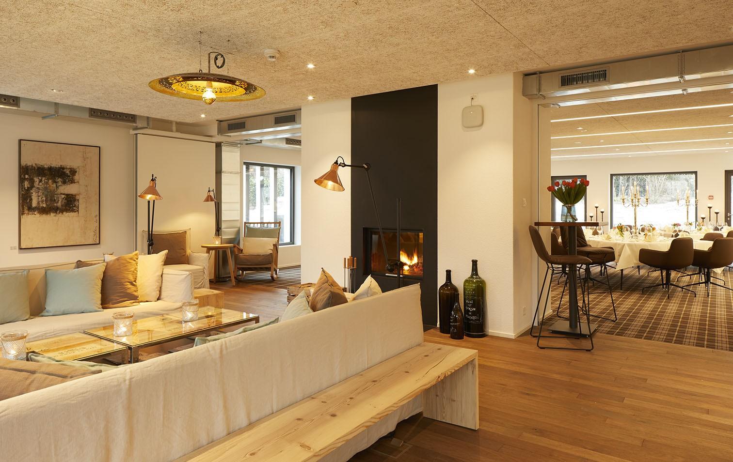 Weinhaus Kamin-Lounge mit Blick ins Denk-Lokal
