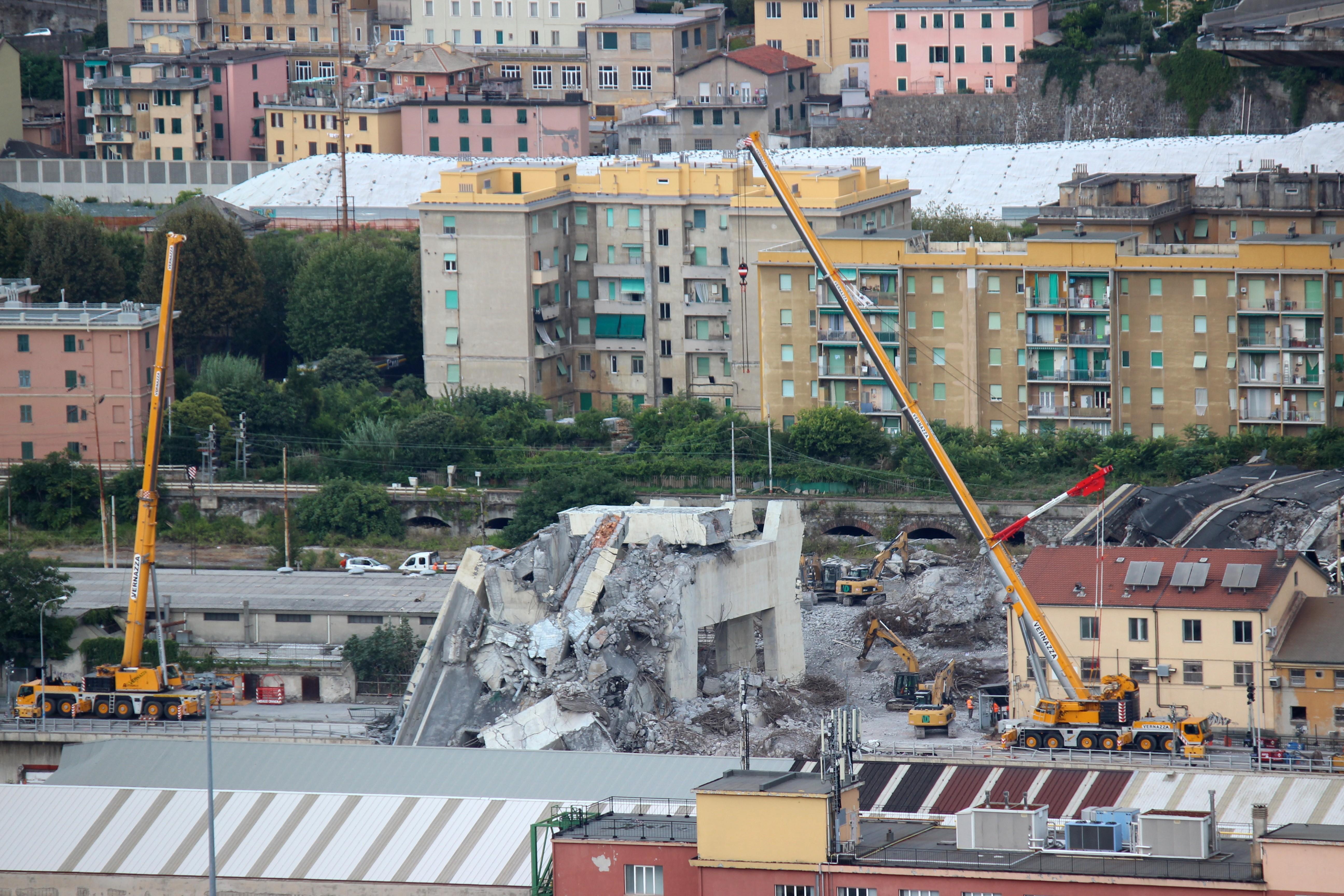 Abbrucharbeiten an der Morandi-Brücke