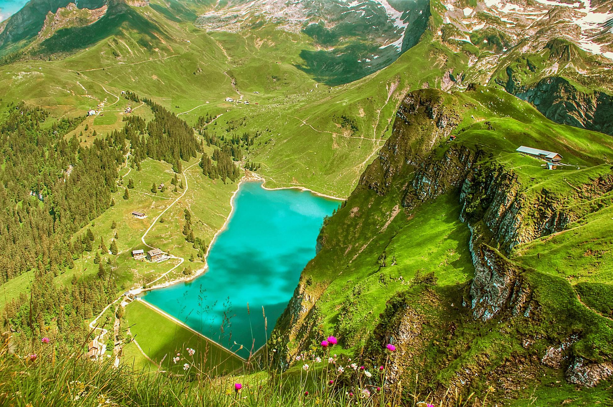 Bannalpsee und die Alp Oberfeld