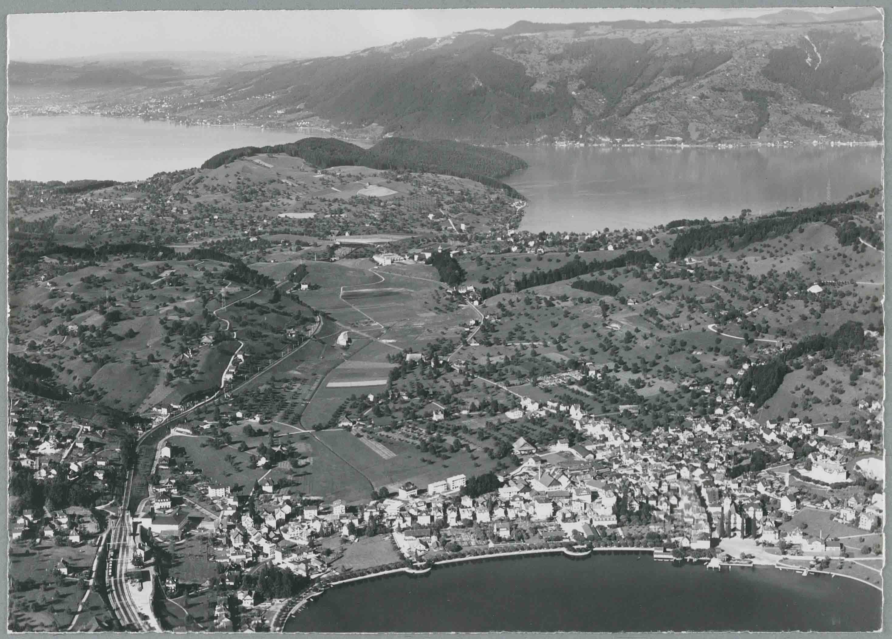 Flugaufnahme_Küssnacht_1956_Staatsarchiv_Schwyz