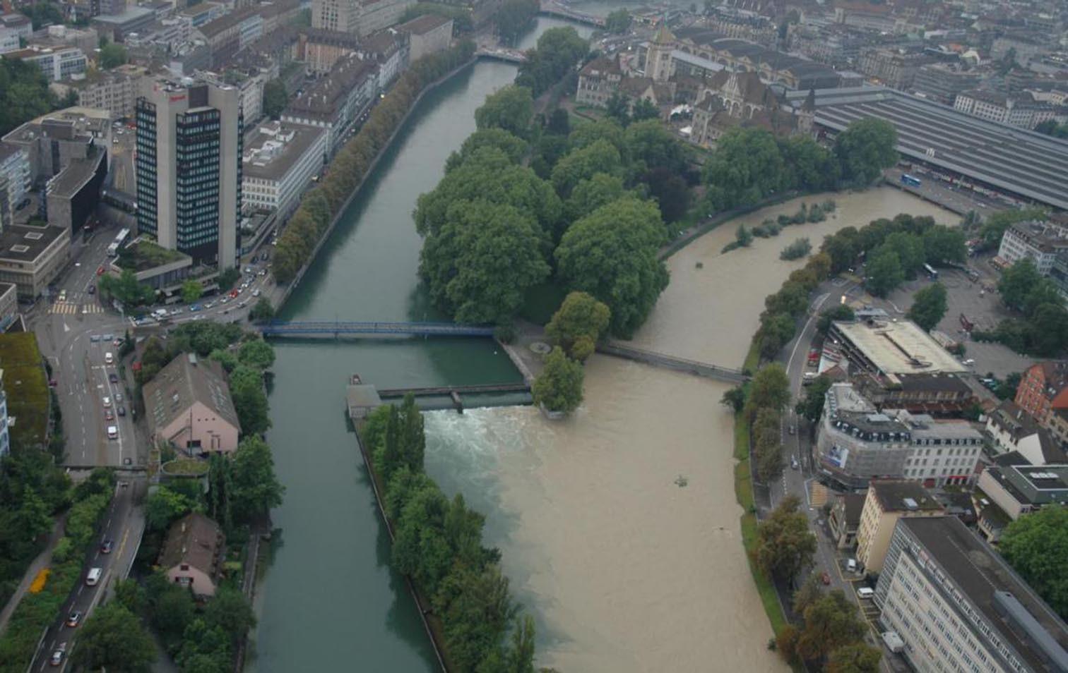 Hochwasser bei Zürcher Platzspitz