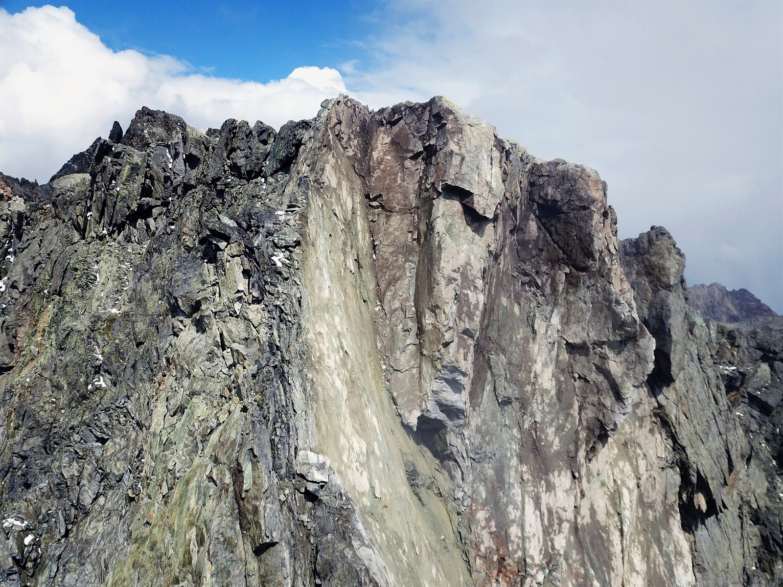 Ausbruchstelle hoch oberhalb der Malojastrasse
