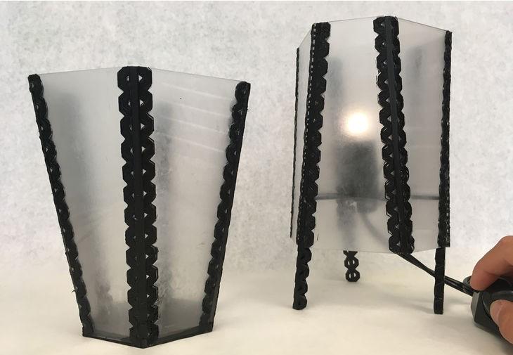 Vase und Tischlampe