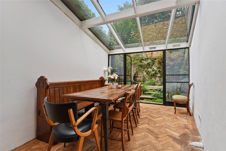 Dachterrasse und Esszimmer im schmalsten Haus von London