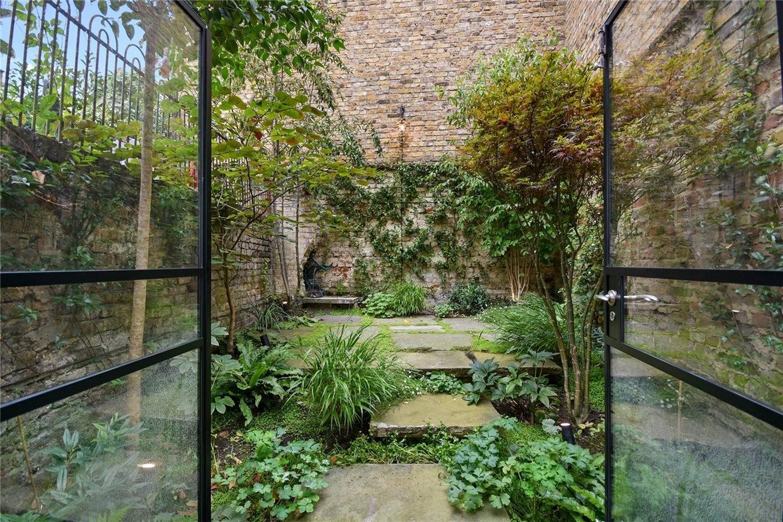 Garten im schmalsten Haus von London
