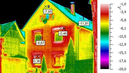 Thermografie einer Gebäudehülle (Bild: wikimedia)