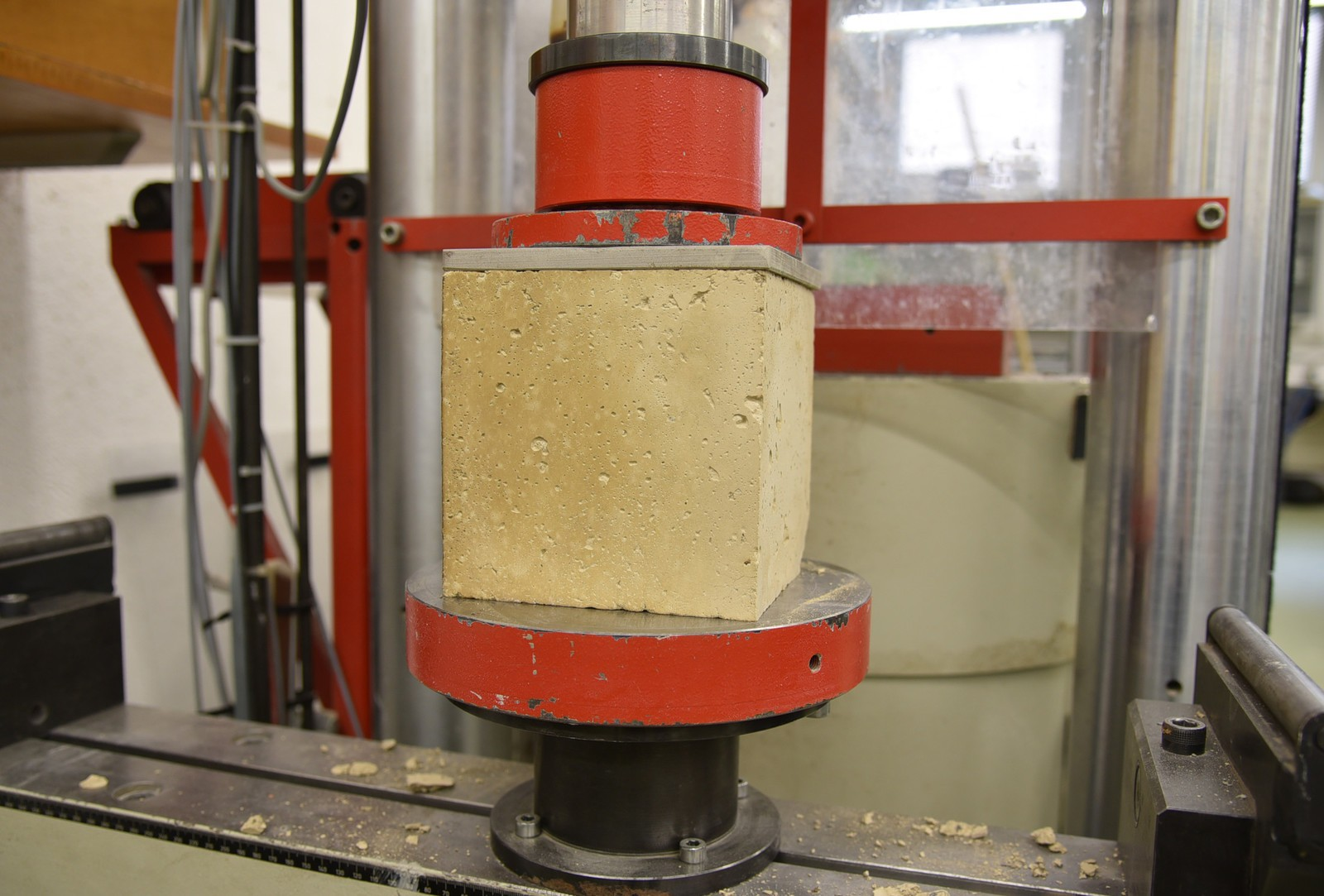 Zementfreier Beton aus lehmhaltigen Aushubmaterial