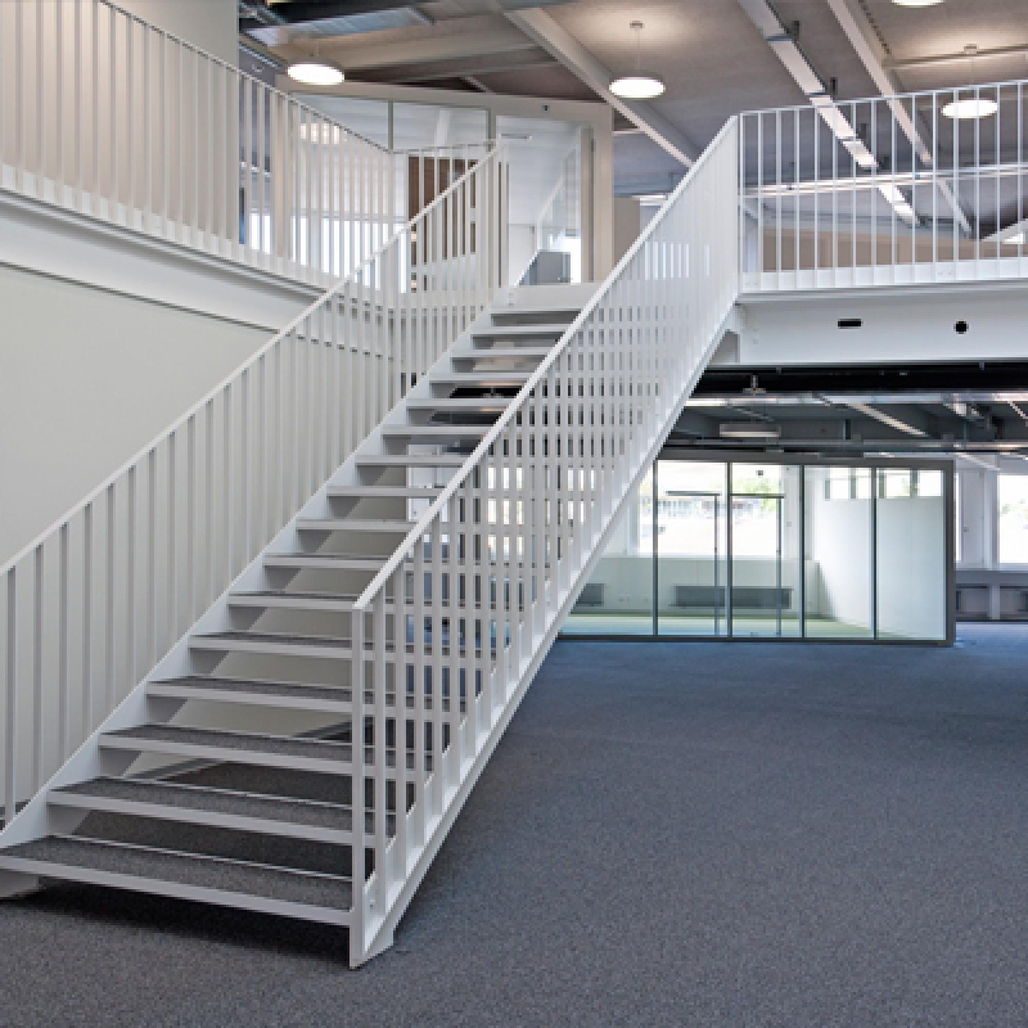 Bis Herbst 2013 wurde ab dem 3. Obergeschoss aufwärts eine offene Bürolandschaft mit derzeit rund 110 Arbeitsplätzen fertig gestellt (Bild: zvg)