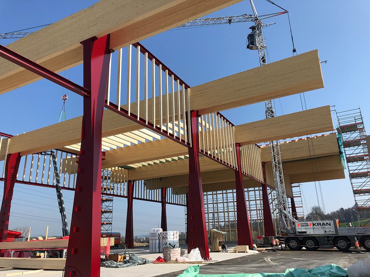 Holz-Stahl-Konstruktion bei Entsorgungshalle in Emmenbrücke