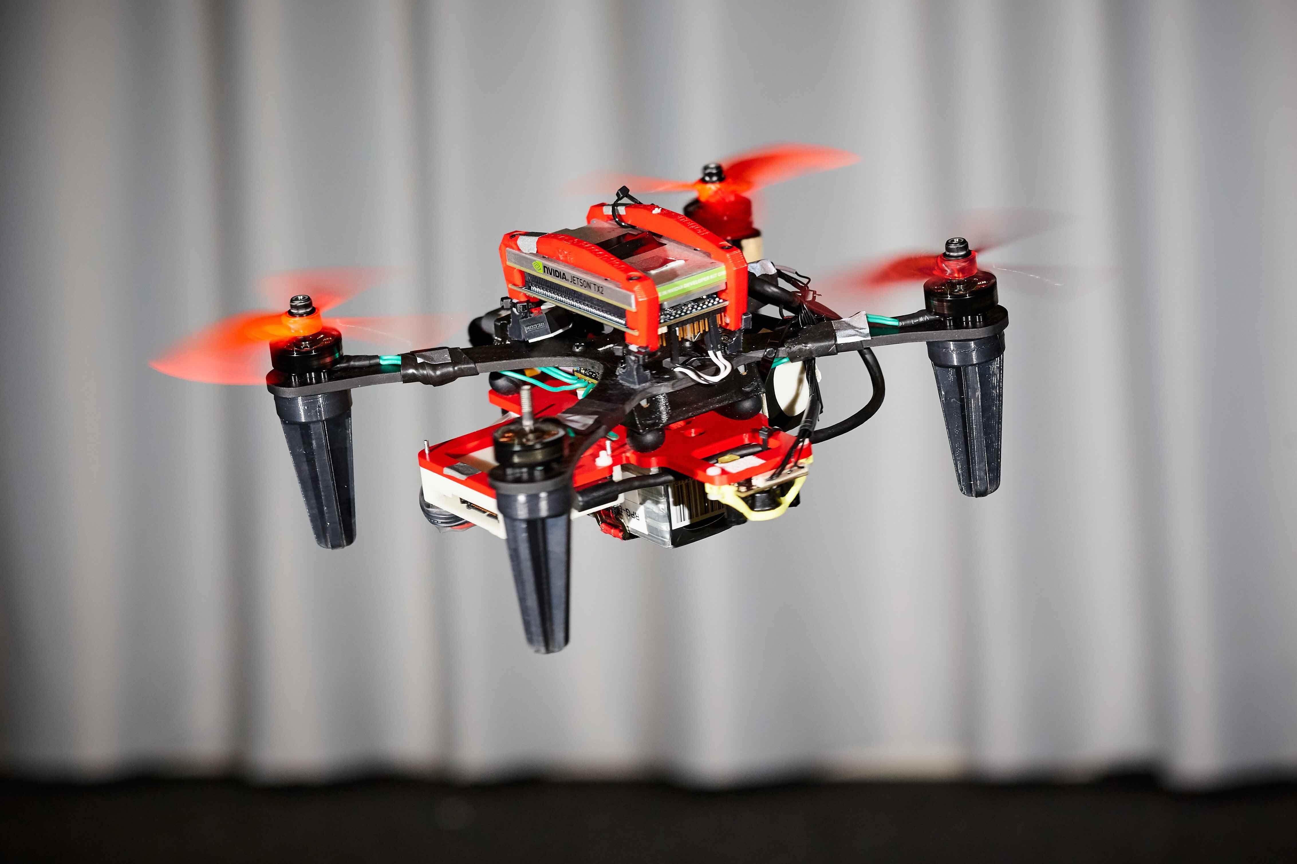 Drohne mit vier Rotoren