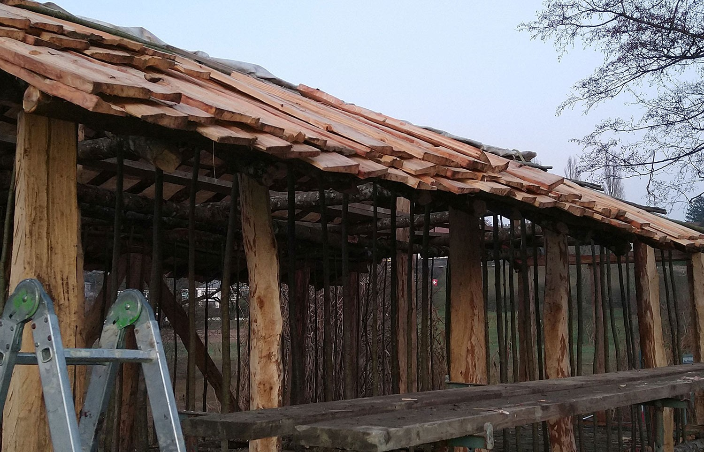 Holzschindeldach Pfahlbauhaus bei Seengen