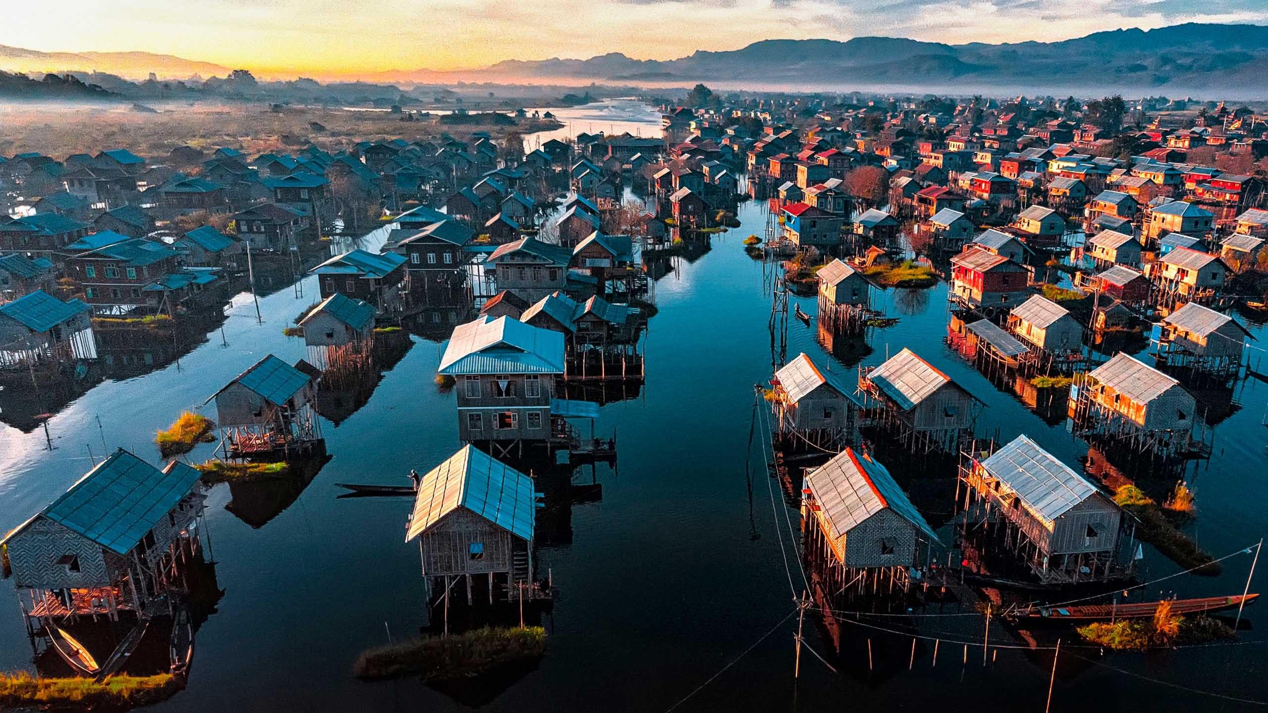 Häuser auf Inle-See in Myanmar