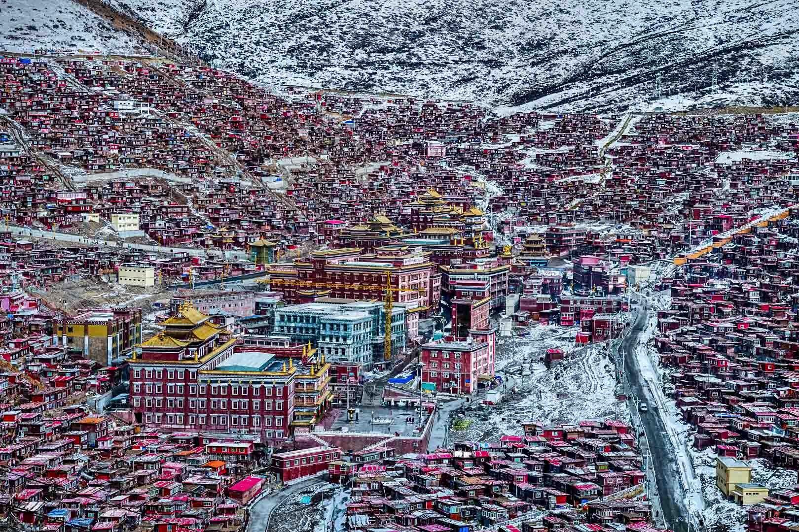Buddhistisches Lehrinstitut in Sichuan China