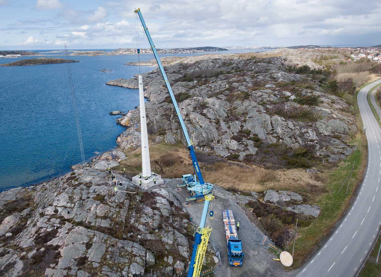 Montage Windturbine aus Holz in Schweden