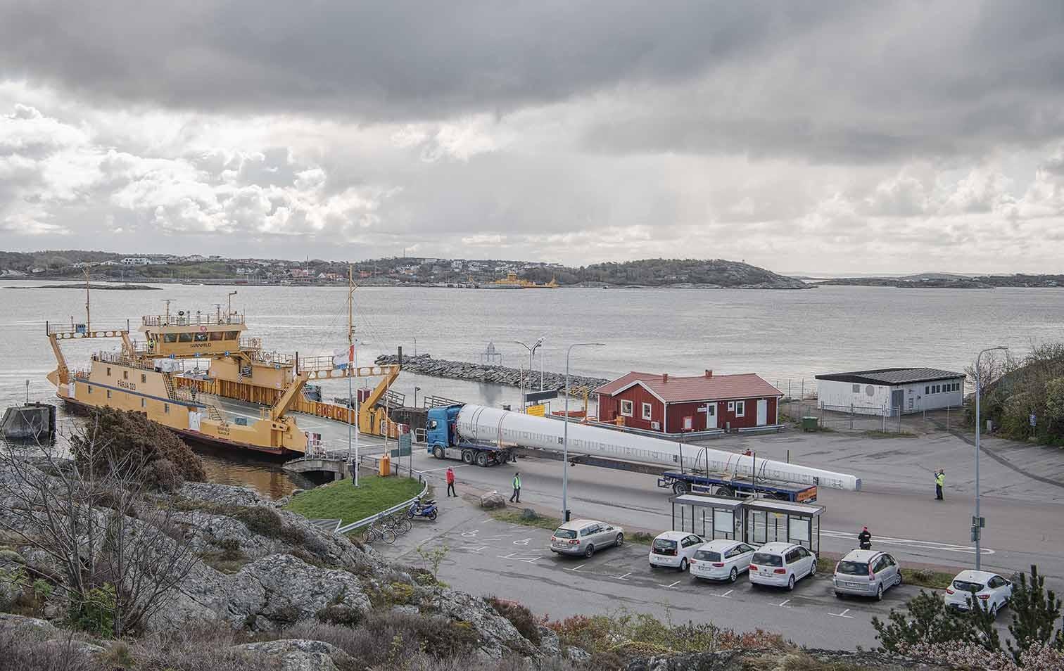 Schiffverladung Windrad aus Holz in Schweden