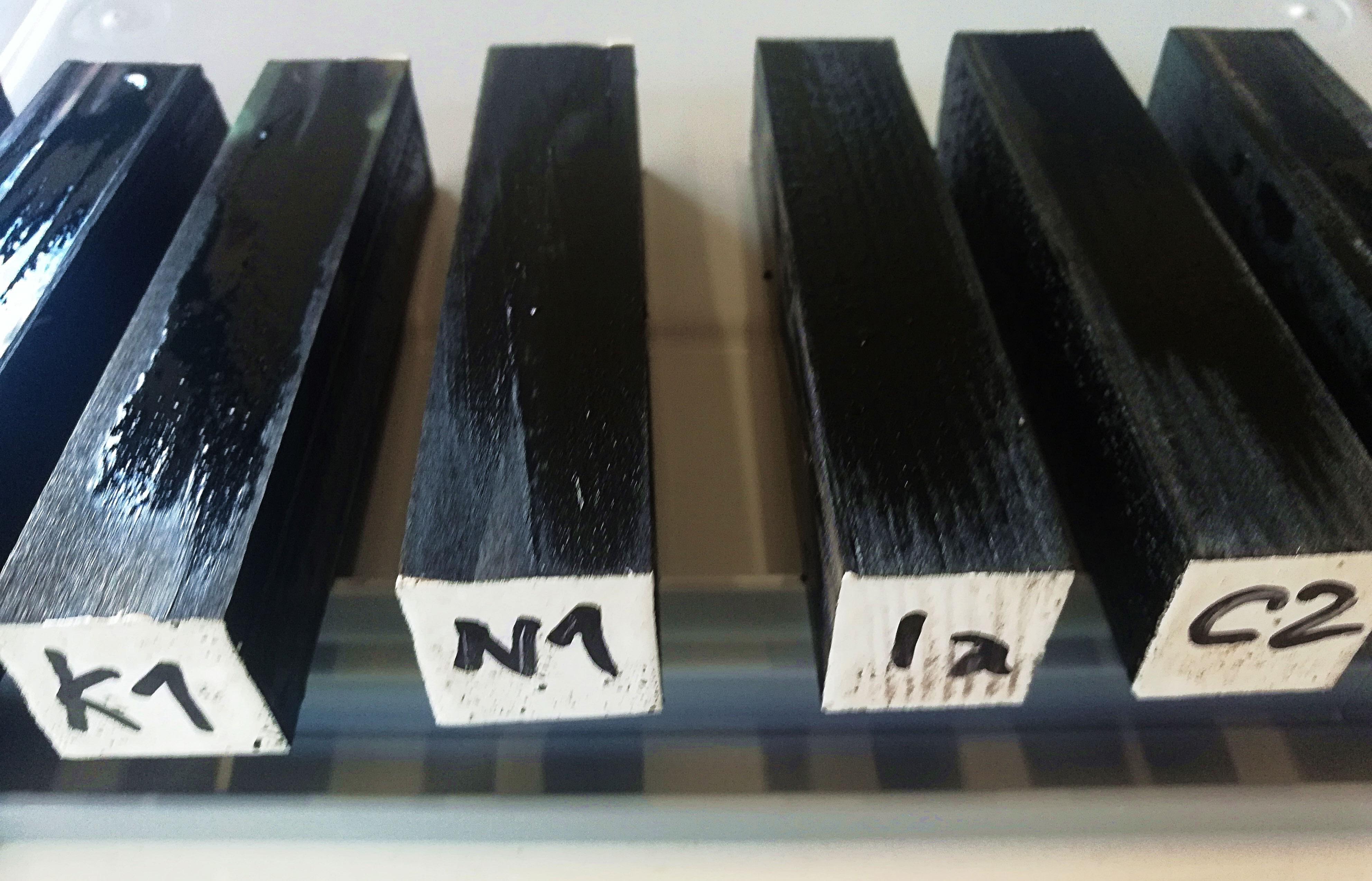 Mit Melanin aufgewertetes Fichtenholz