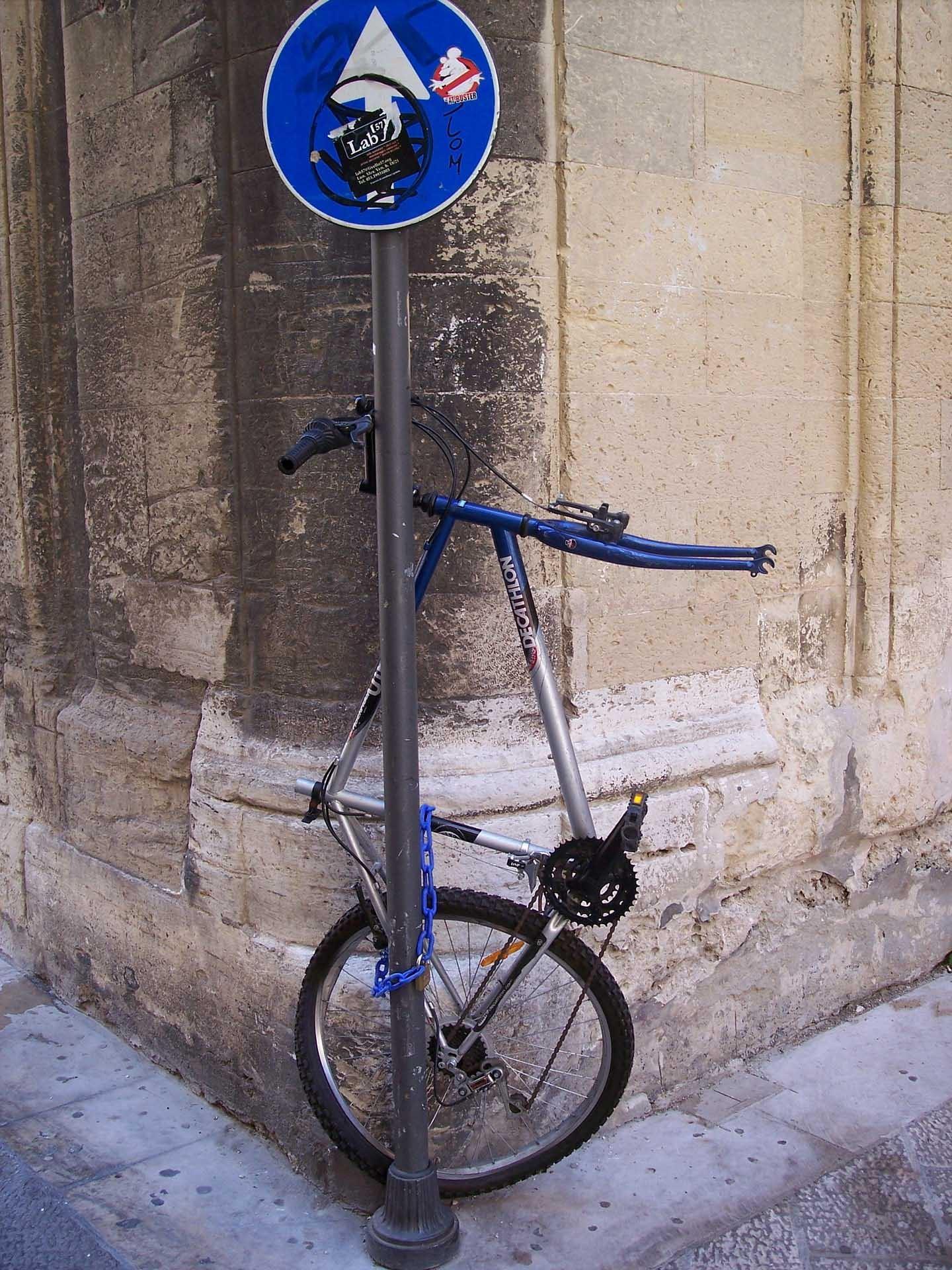 Blaues Strassenschild