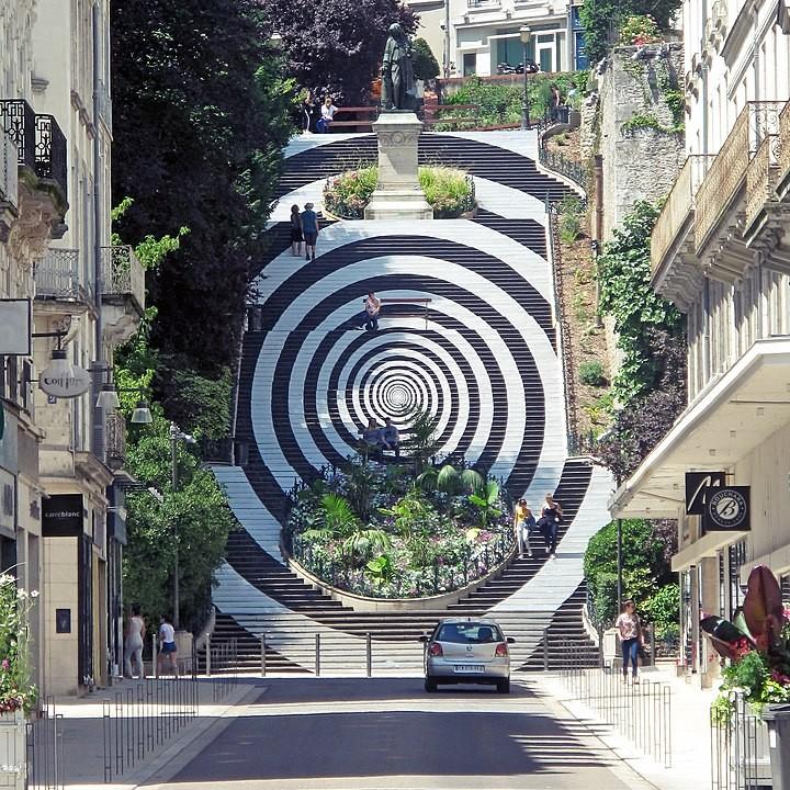 Hypnotisches Motiv auf Denis-Papin-Treppe in Bois