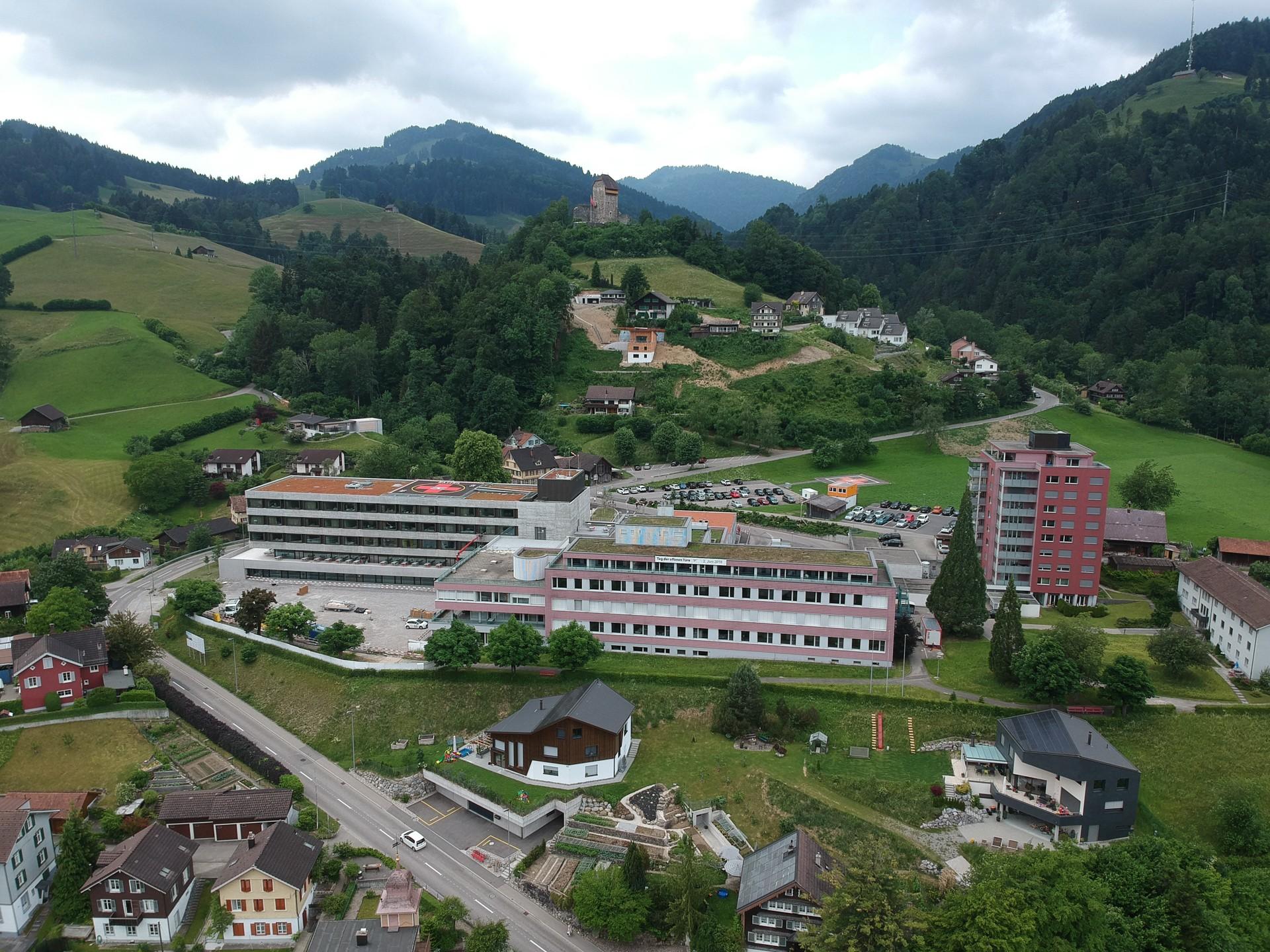 Luftaufnahme Spital Wattwil im Kanton St. Gallen