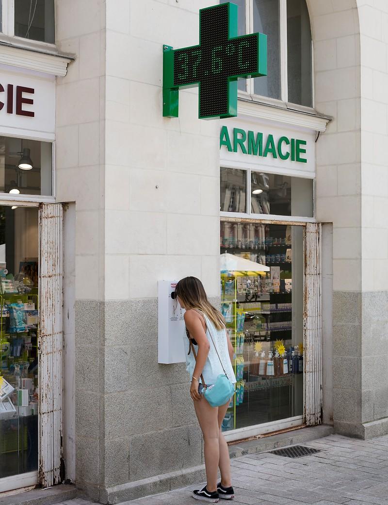 Temperaturmessung an einer Apotheke in Nantes