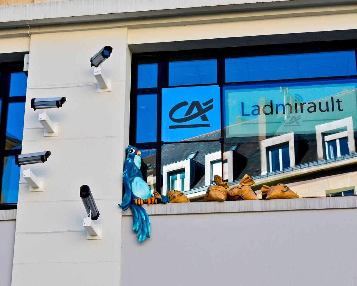 Kunstinstallation vor der Bank Credit Agricole in Nantes