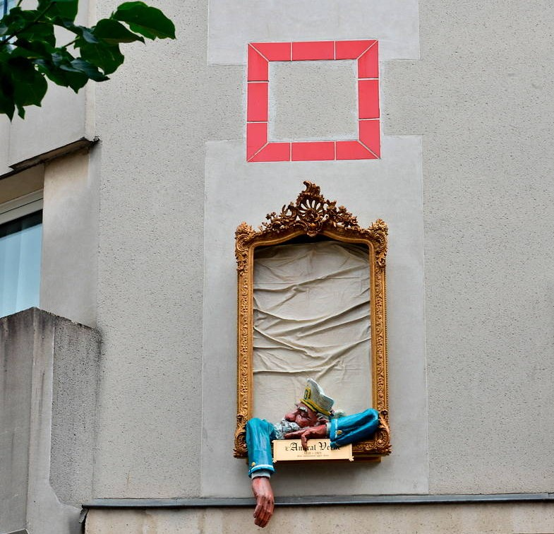 Schild vor Hotel Admiral in Nantes