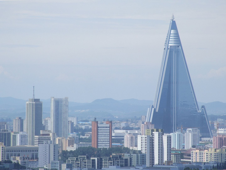 Ryugyong Hotel in Nordkorea im August 2012