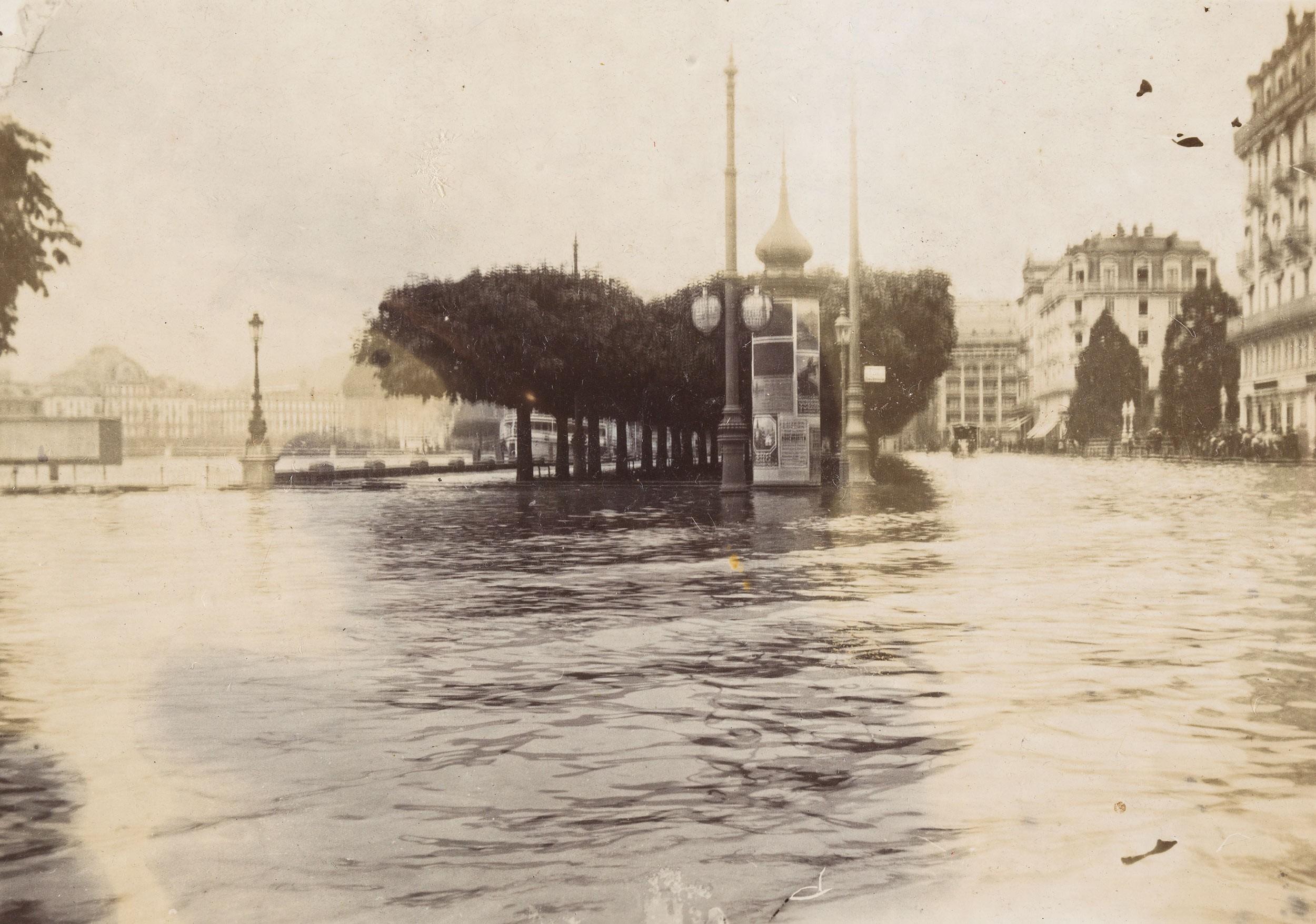 Überschwemmter Schweizerhofquai