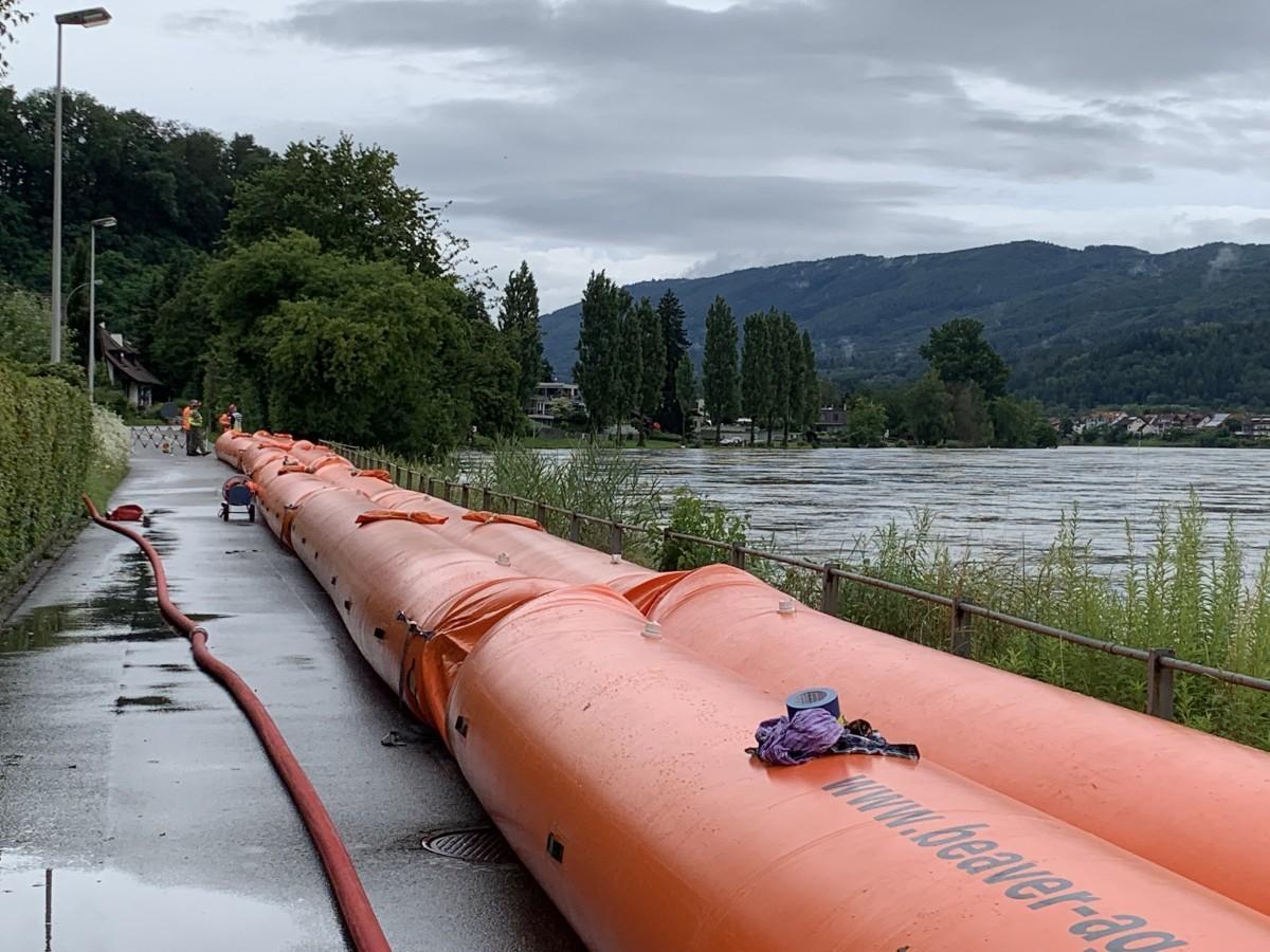 Aufbau mobile Hochwasserschutzelemente in Wallbach