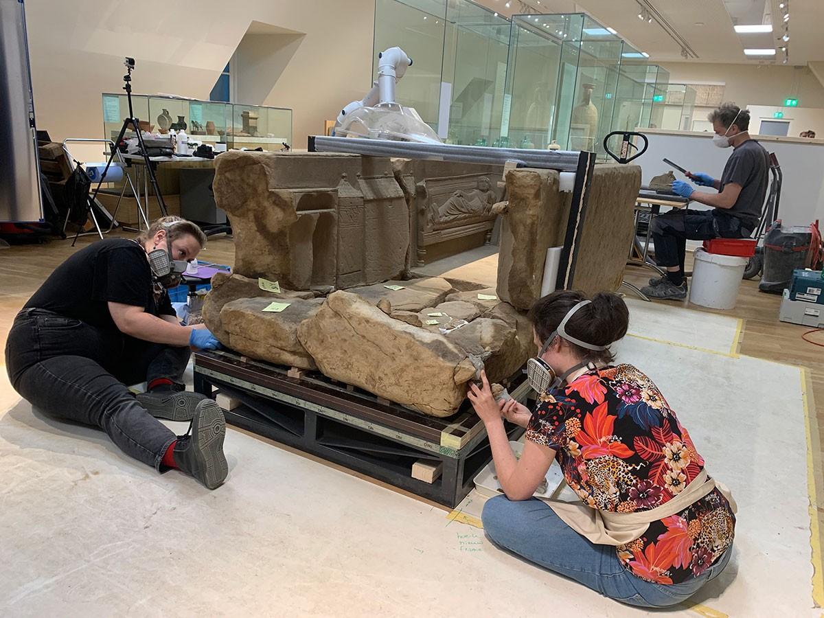 Restaurierung Römischer Sarkophag im Rijksmuseum van Oudheden