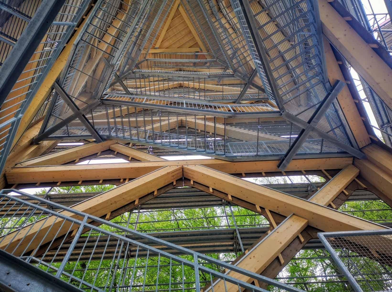 Innenraum des Hasenbergturms im Aargau
