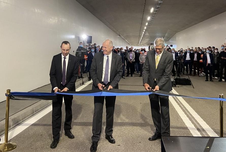 Bandurchschnitt für Eröffnung von Tunnel Neuhof