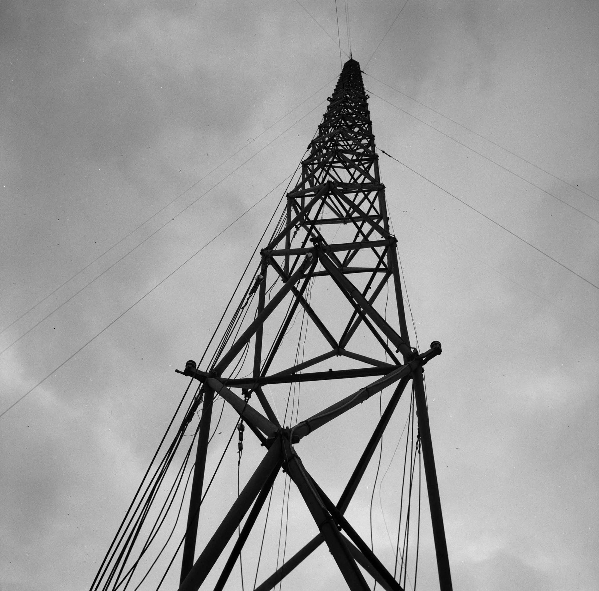 Funkmast auf dem Kasernenareal in Kloten um 1947