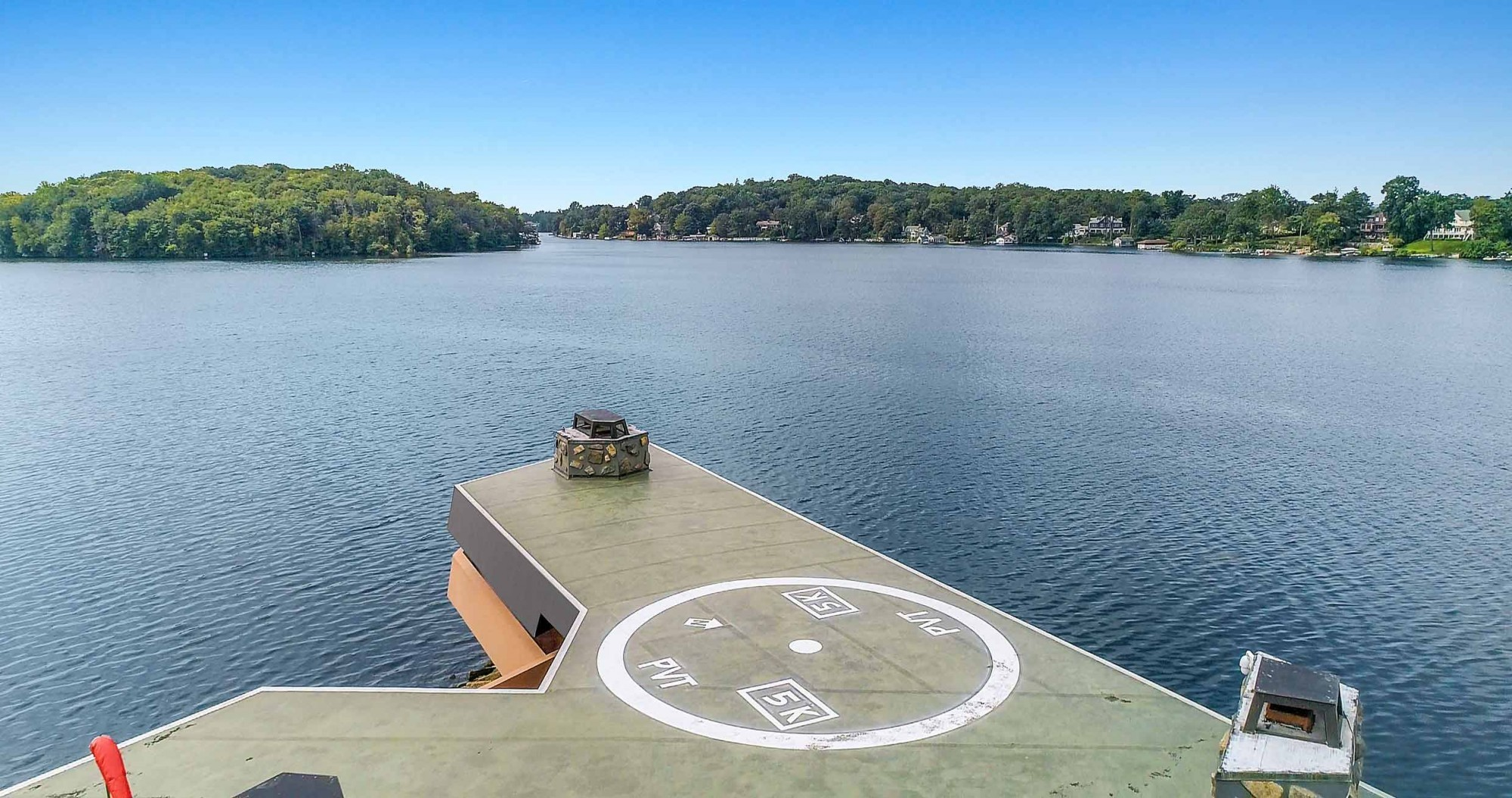 Helikopterplatz auf Petra-Insel in Mahopac-See