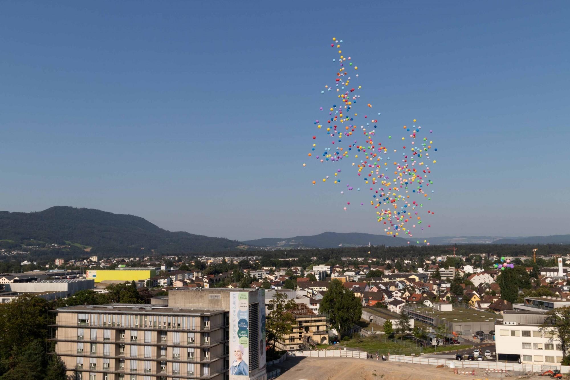 Ballone über Kantonsspital Aarau
