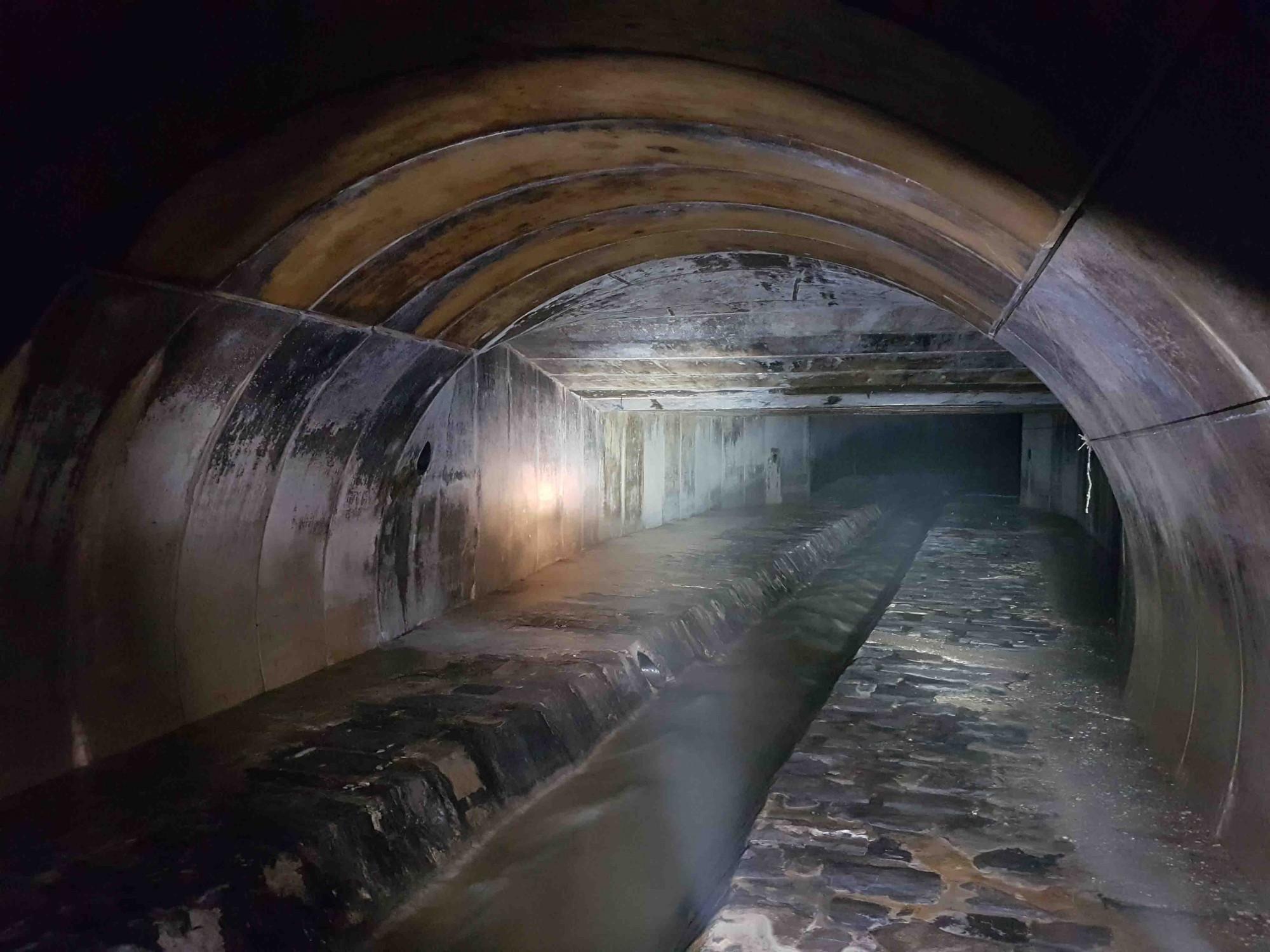 Foto aus dem Inneren des Flon River-Gewölbes