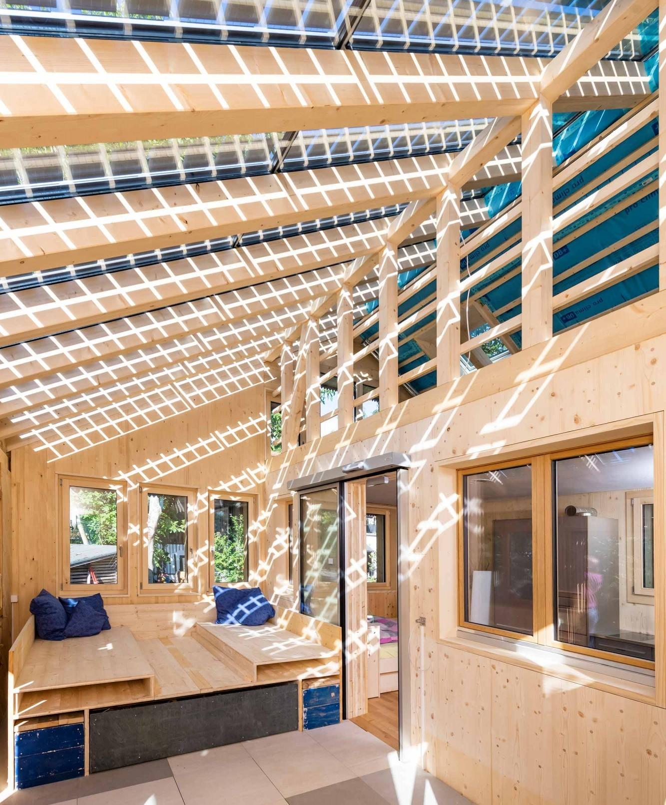 Solarmodule auf Wintergarten im Kreis-Haus in Hombrechtikon