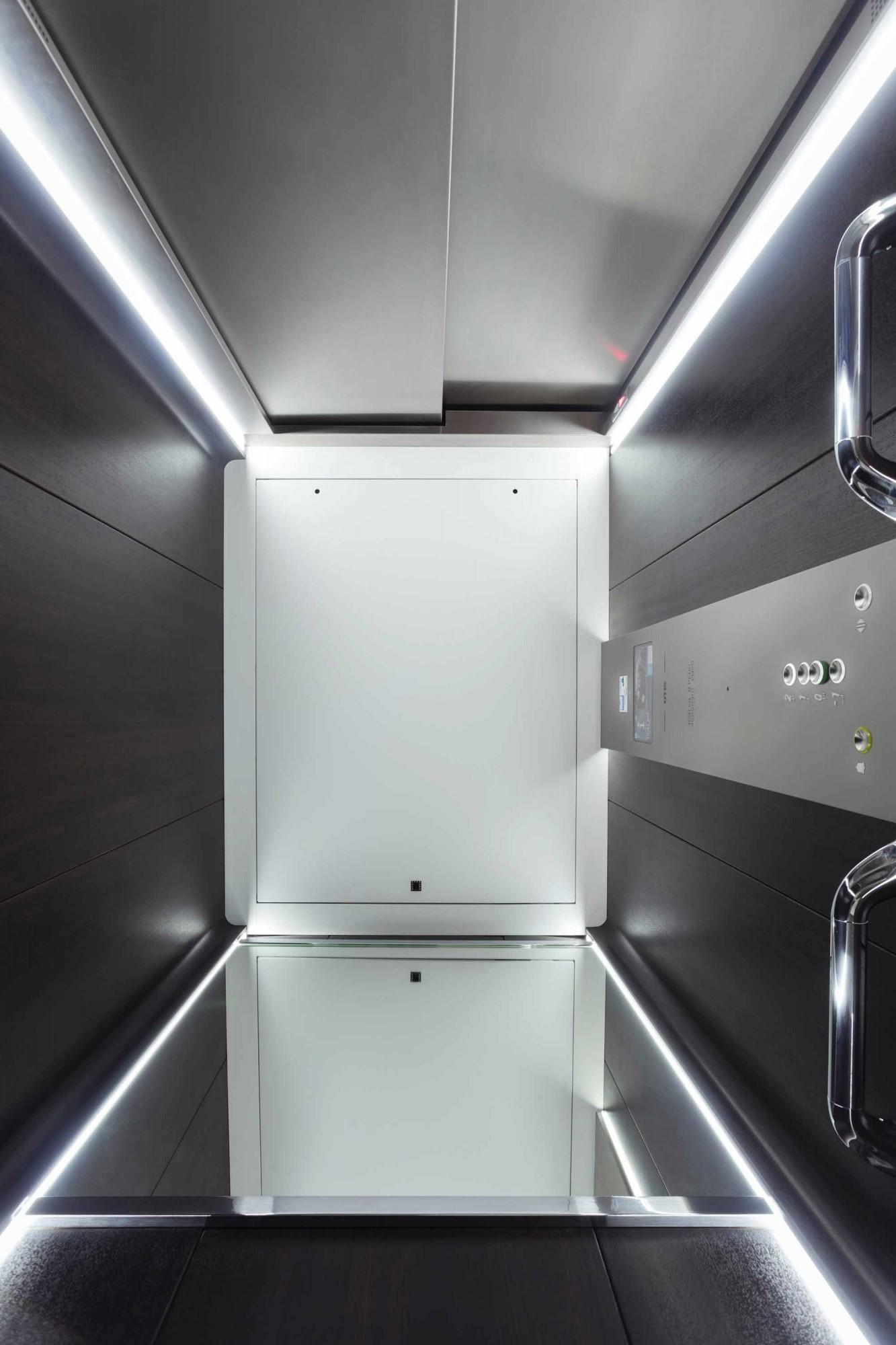 Lift Otis Gen360 outside