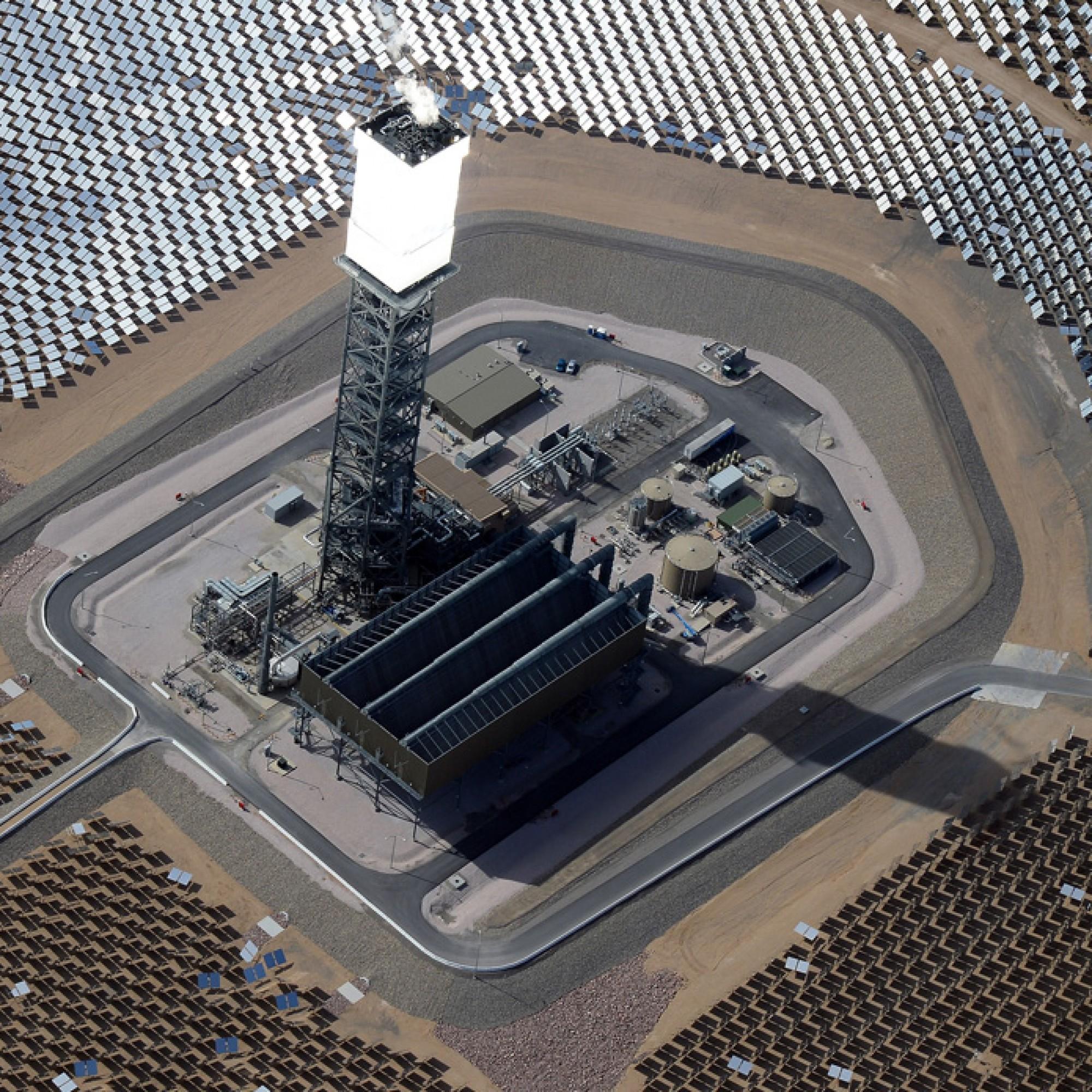 Bis zu 537 Grad Celsius erreicht der Wärmestrom, den die Spiegel erzeugen. (Bild: wikimedia, CC)