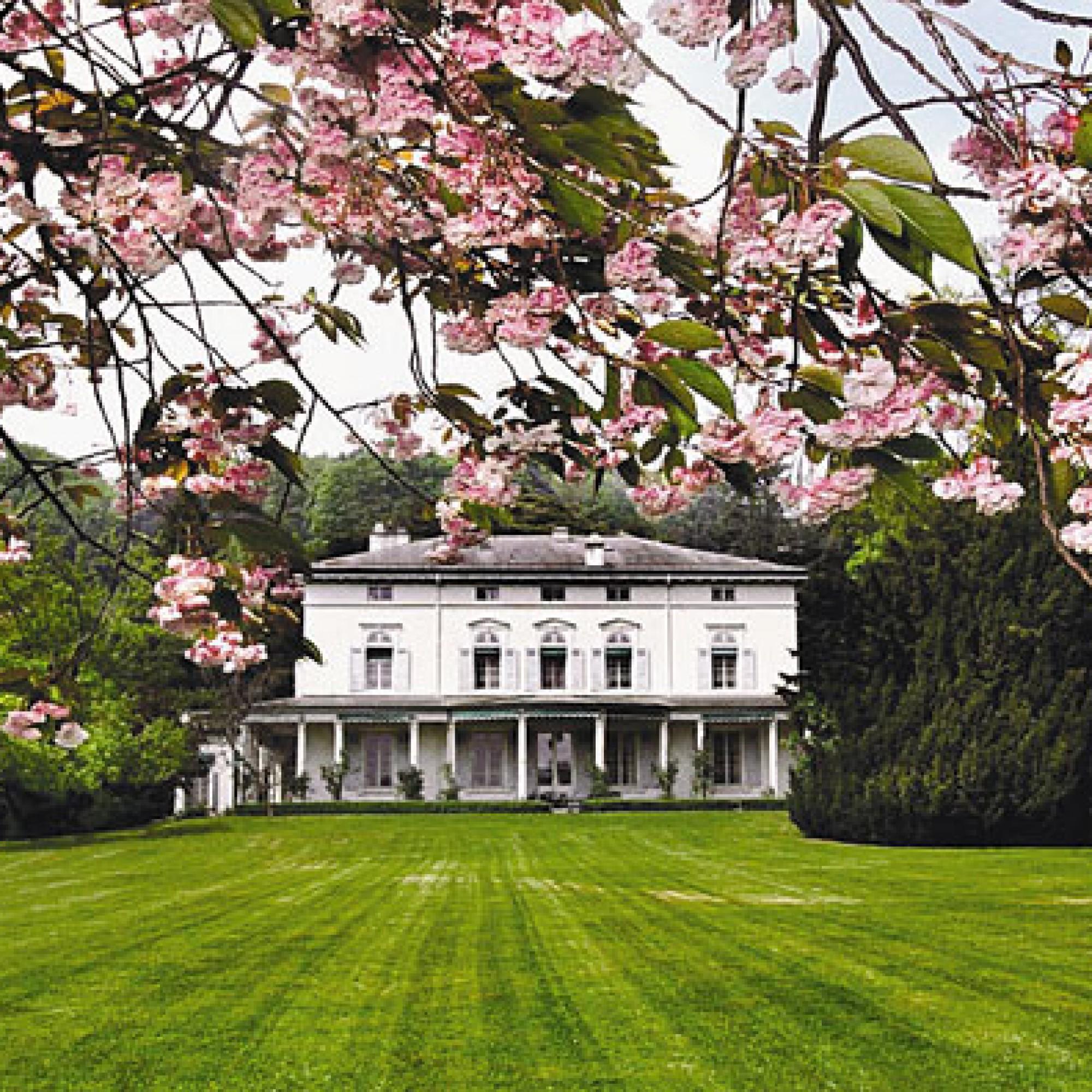 "Chaplins Villa ""Manoir de Ban"" in Corsier-sur-Vevey am Genfersee (Bild: Tahdrummond, wikimedia, CC)"