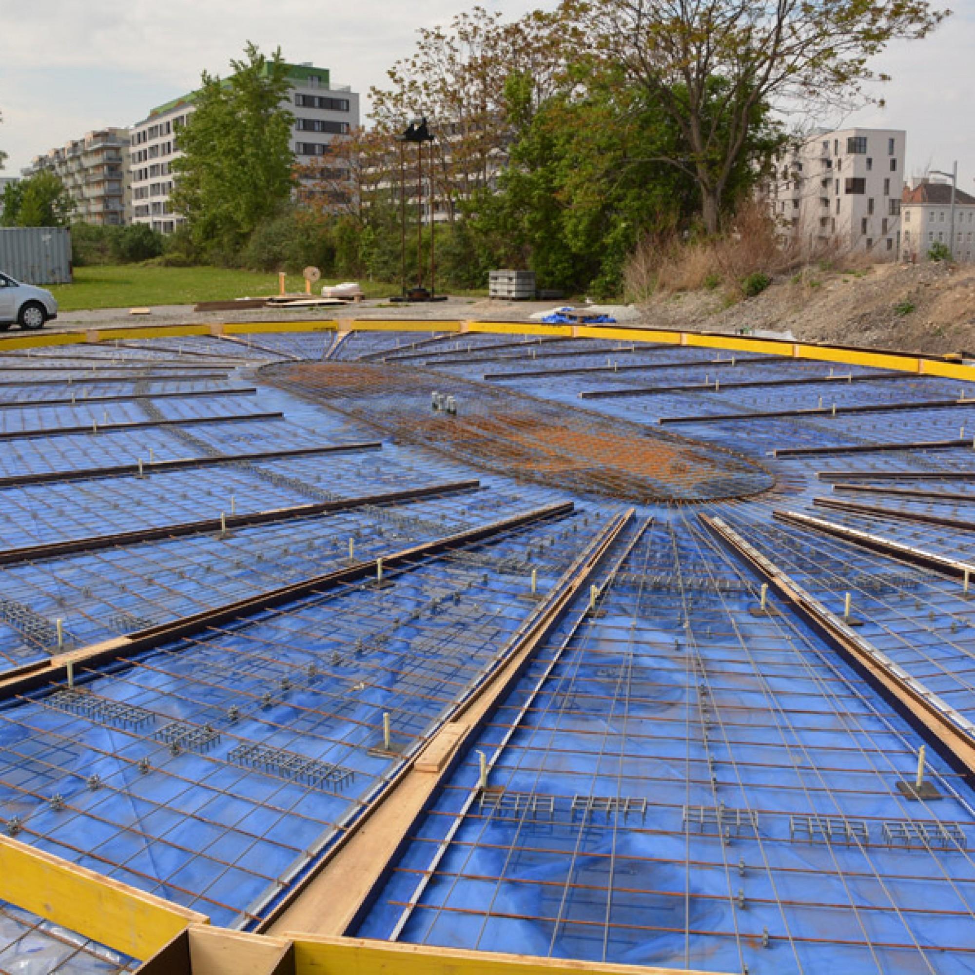Die Kuppelbaustelle auf den Wiener Aspanggründen: Zunächst wird auf einem Kunststoff-Pneu die Struktur errichtet. (TU Wien)