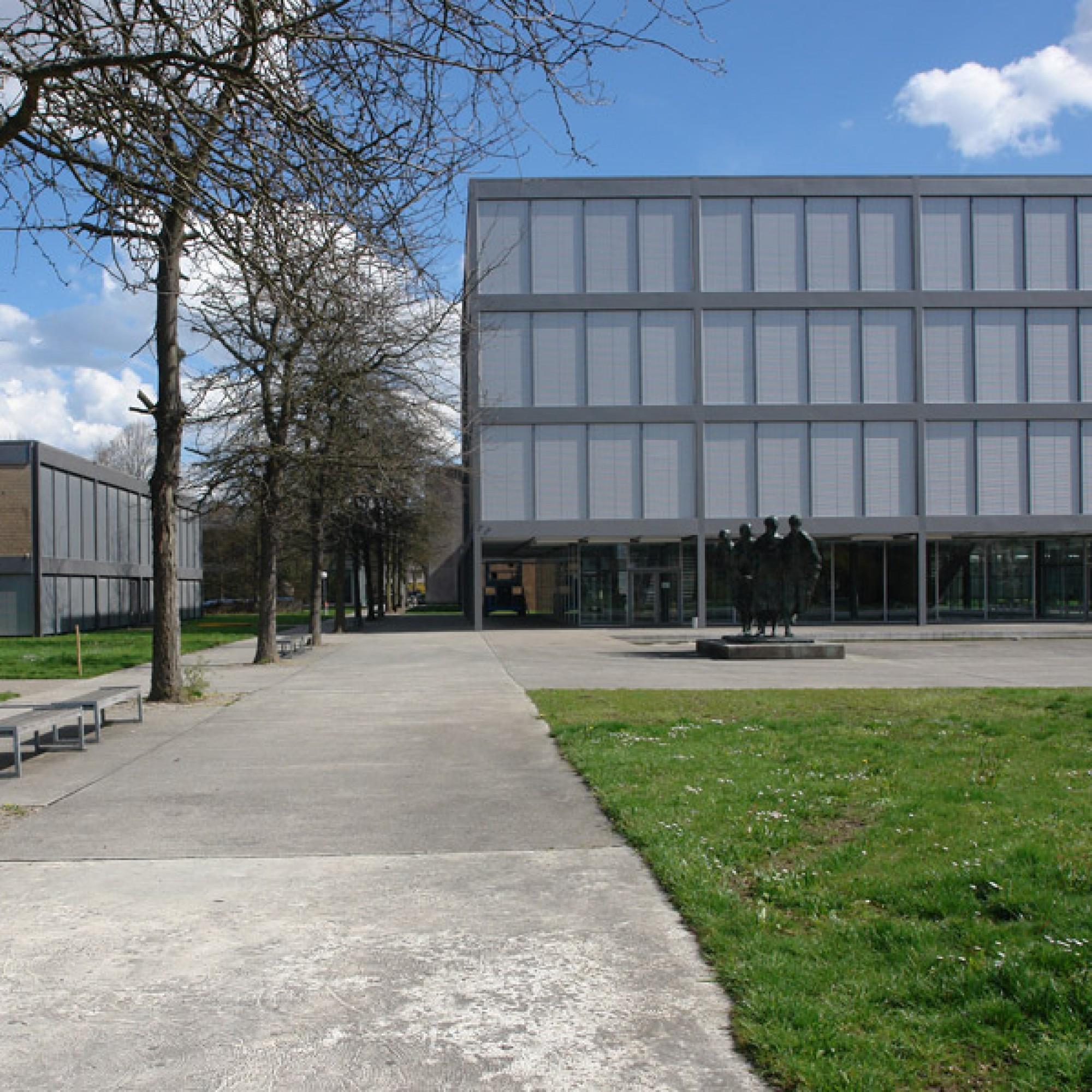 Aargauer Architekturjuwel:  Fritz Hallers Gymnasium in Baden. (Port(u*o)s, wikimedia, CC)