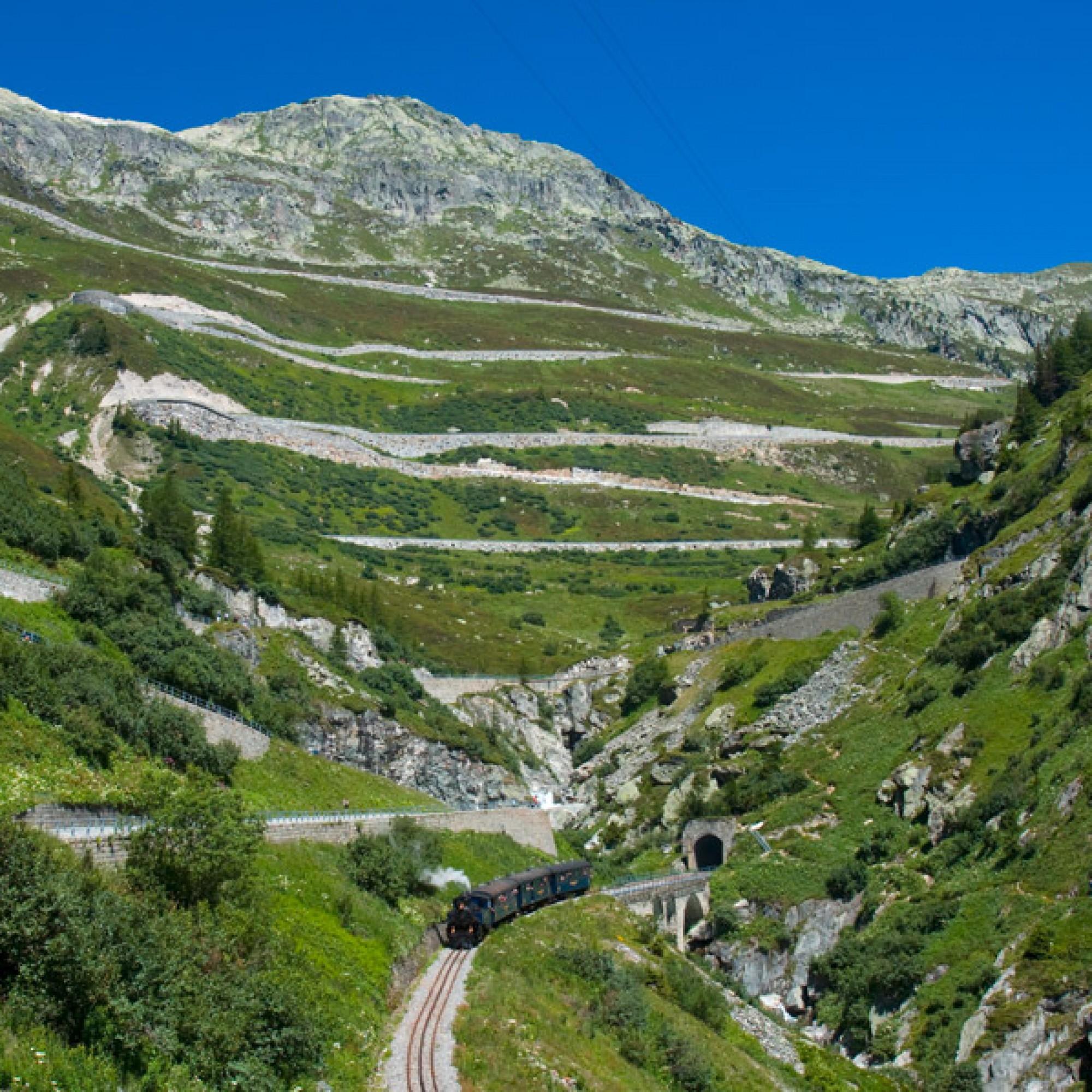 Dampfbahn zwischen Gletsch und Oberwald (David Gubler, wikimedia.org, CC)