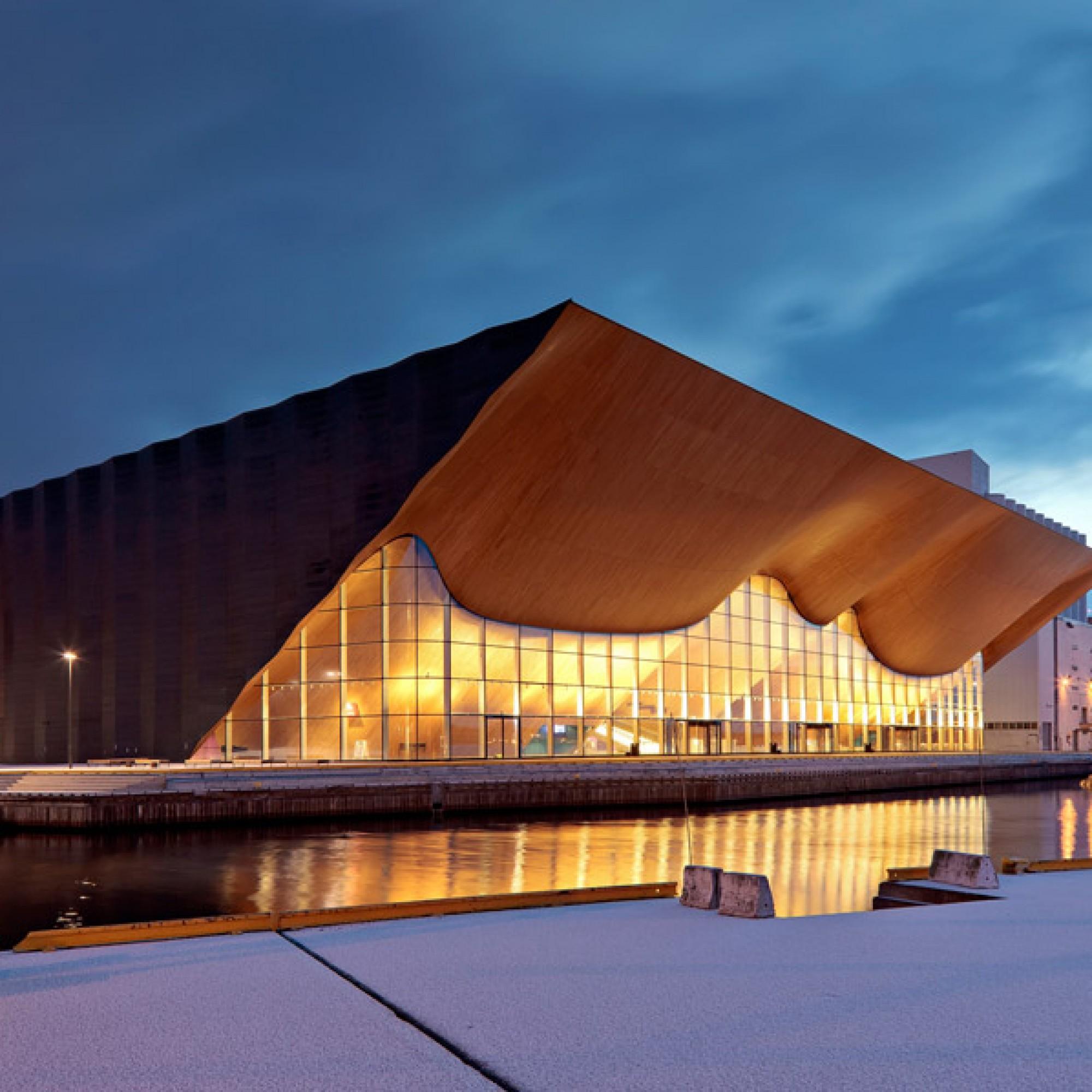 Kilden Theater- und Konzerthaus, Kristiansand, Norwegen / ALA Architects Ltd. (Foto: Tuomas Uusheimo)