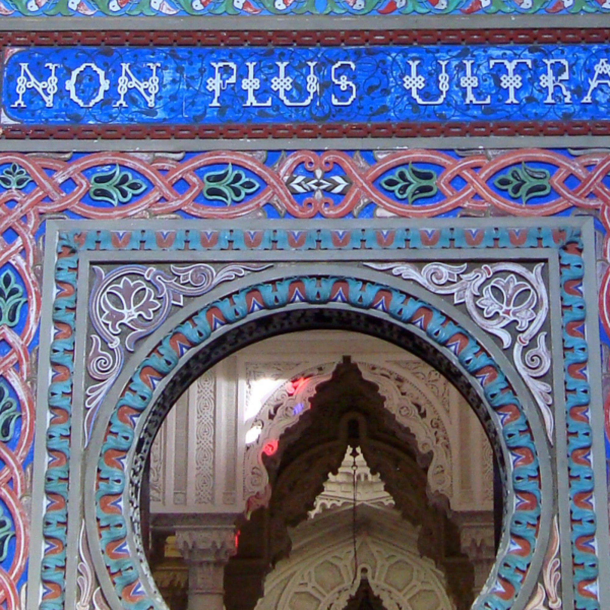 Ein Türbogen mit dem Schriftzug «Non Plus Ultra». (www.wikimedia.org,sailko,CC)