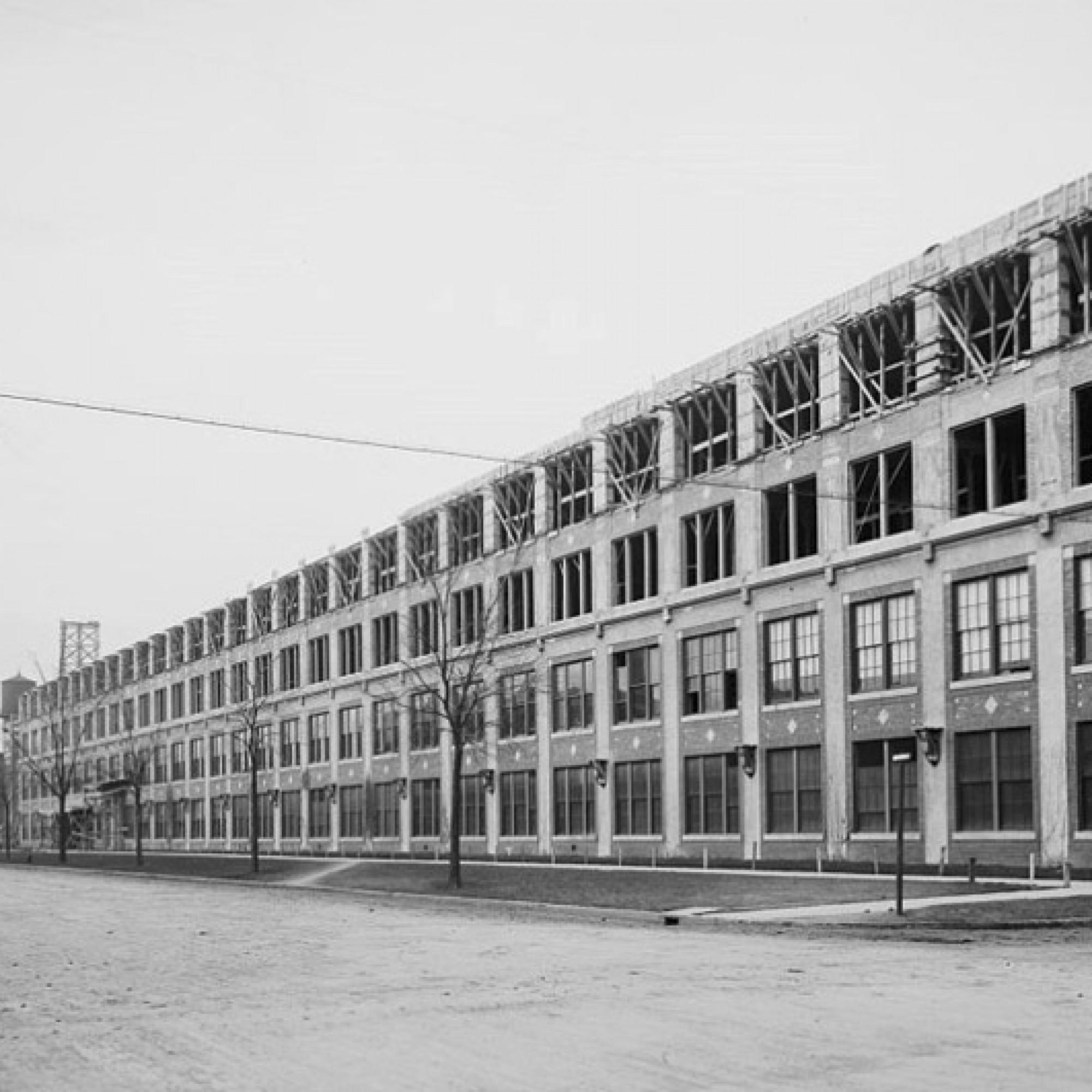 Kaum war sie 1904 gebaut, wurde die Fabrik bereits 1911 erweitert. (wikimedia, gemeinfrei)